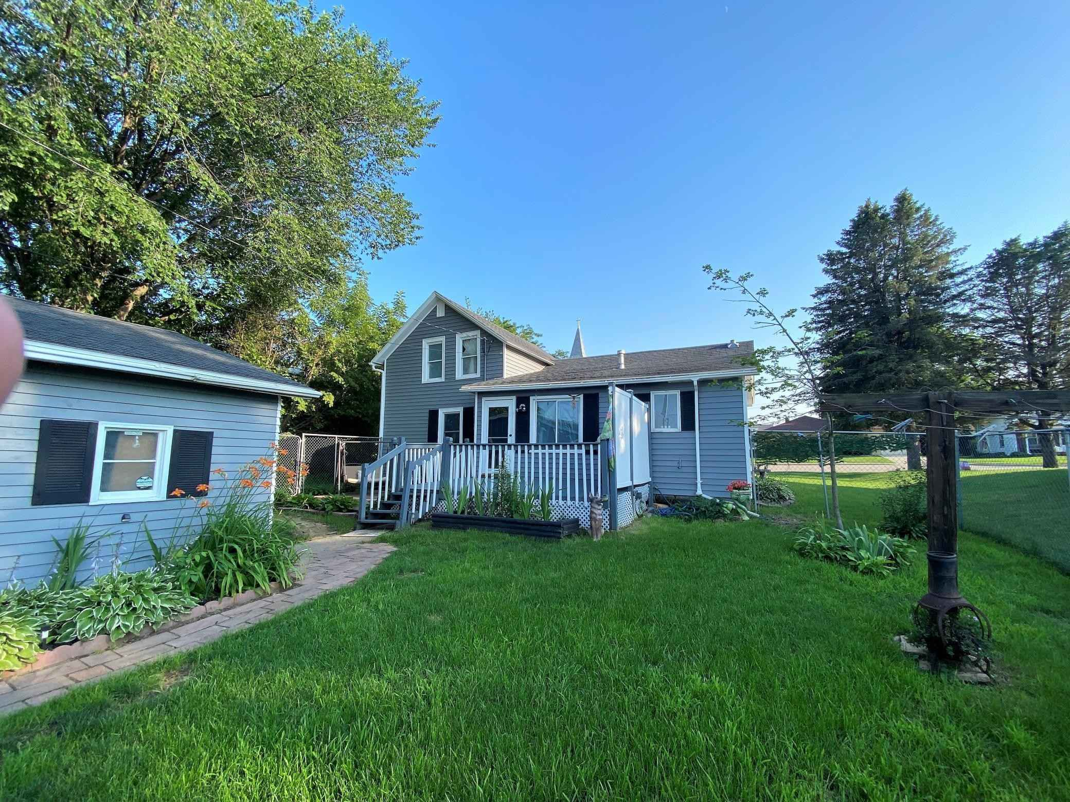 View 19 photos of this 2 bed, 1 bath, and 1,336 sqft. single_family home located at 19 2nd St SE, Eyota, Minnesota 55934 is Active for $150,000.