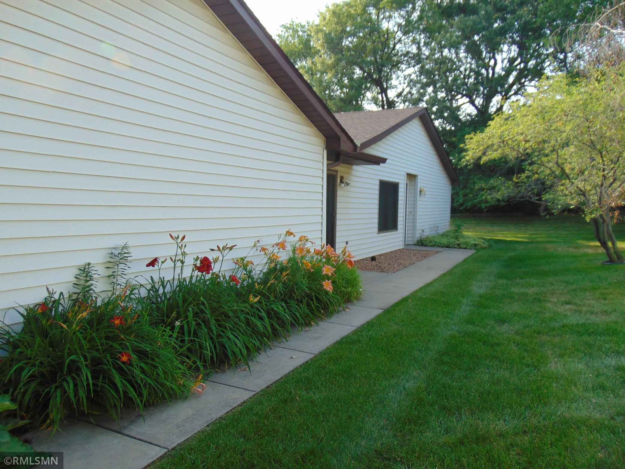 View 14 photos of this 2 bed, 1 bath, and 1,153 sqft. condo home located at 13374 Hughes Ct, Apple Valley, Minnesota 55124 is Pending for $219,000.