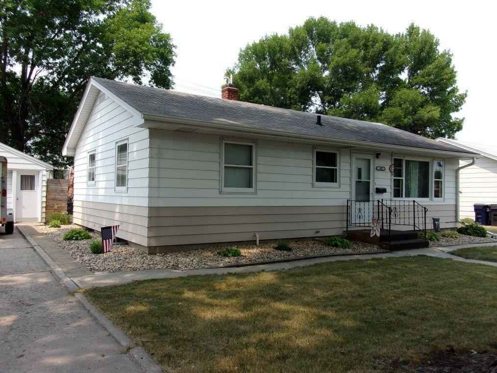 View 31 photos of this 3 bed, 2 bath, and 1,824 sqft. single_family home located at 302 S Columbia Ave, Morris, Minnesota 56267 is Active for $129,900.