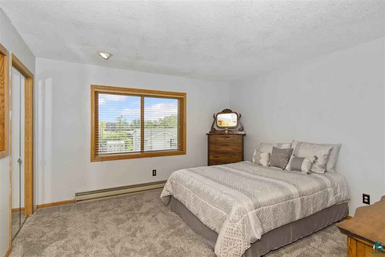 View 16 photos of this 4 bed, 3 bath, and 3,896 sqft. single_family home located at 415 N Oak Bend Dr, Duluth, Minnesota 55811 is Inspection cont (mn) for $399,900.