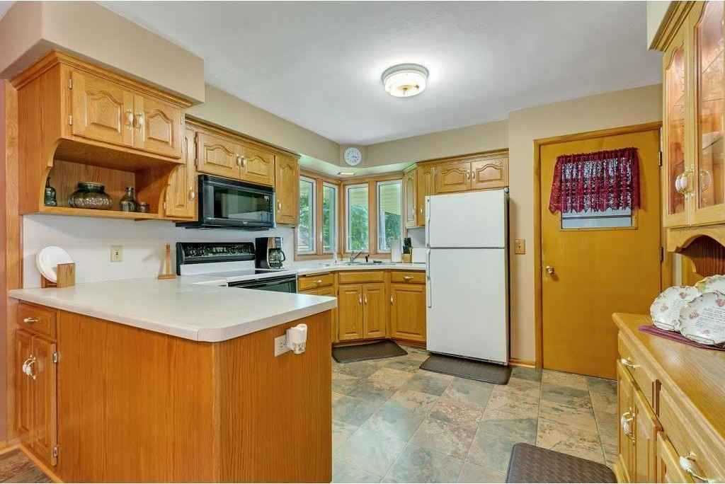 View 3 photos of this 2 bed, 2 bath, and 1,670 sqft. single_family home located at 406 2nd St N, Cold Spring, Minnesota 56320 is Pending for $167,500.