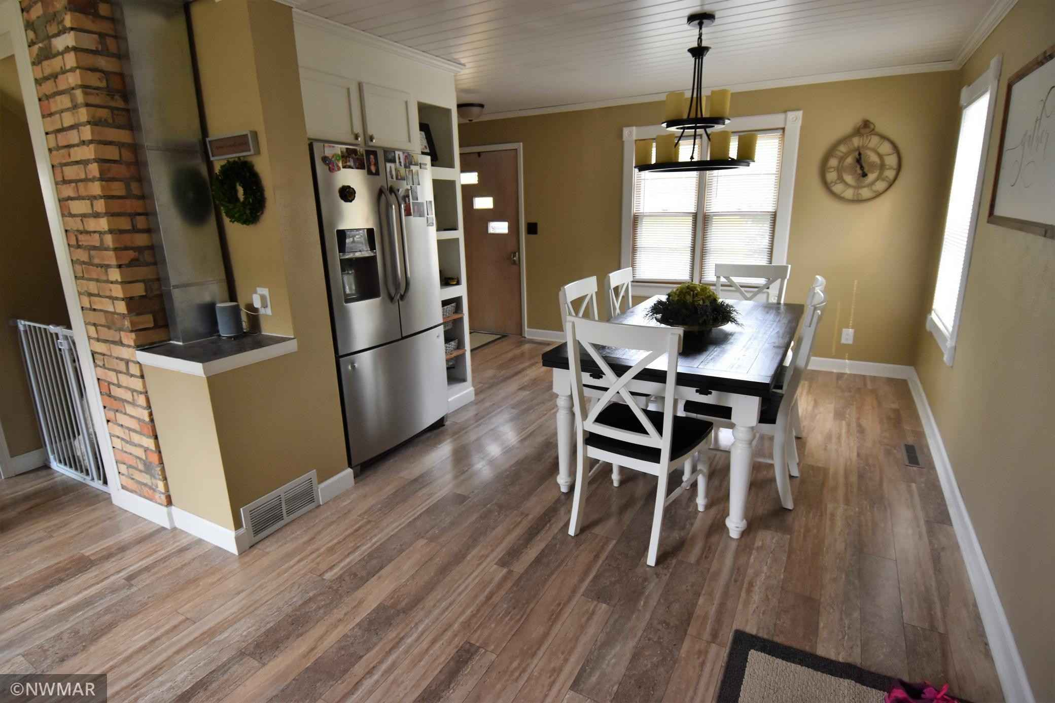 View 39 photos of this 2 bed, 2 bath, and 1,008 sqft. single_family home located at 416 E Ross Ave, Warren, Minnesota 56762 is Pending for $125,000.