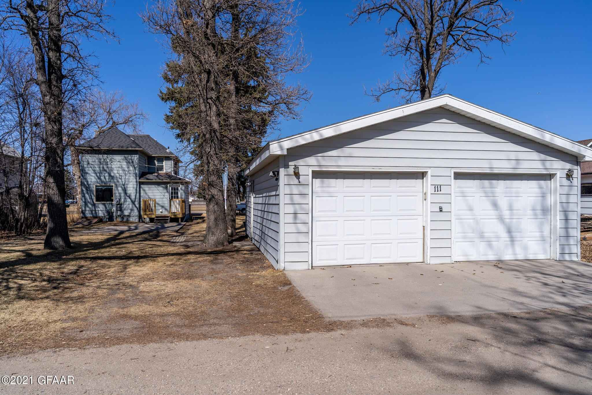 View 27 photos of this 3 bed, 2 bath, and 1,844 sqft. single_family home located at 111 3rd St NE, East Grand Forks, Minnesota 56721 is Active for $165,000.