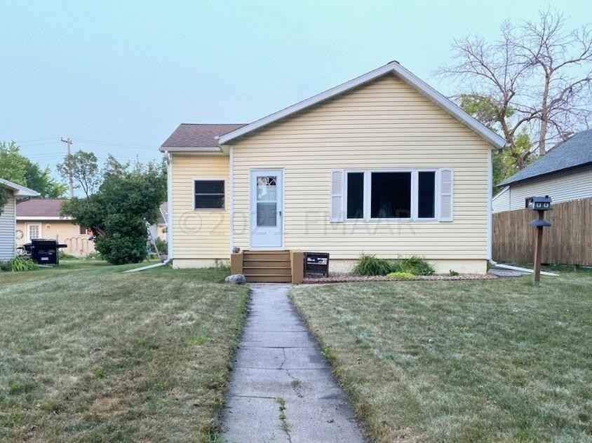 View 20 photos of this 2 bed, 2 bath, and 1,830 sqft. single_family home located at 116 3rd St NE, Barnesville, Minnesota 56514 is Active for $132,000.