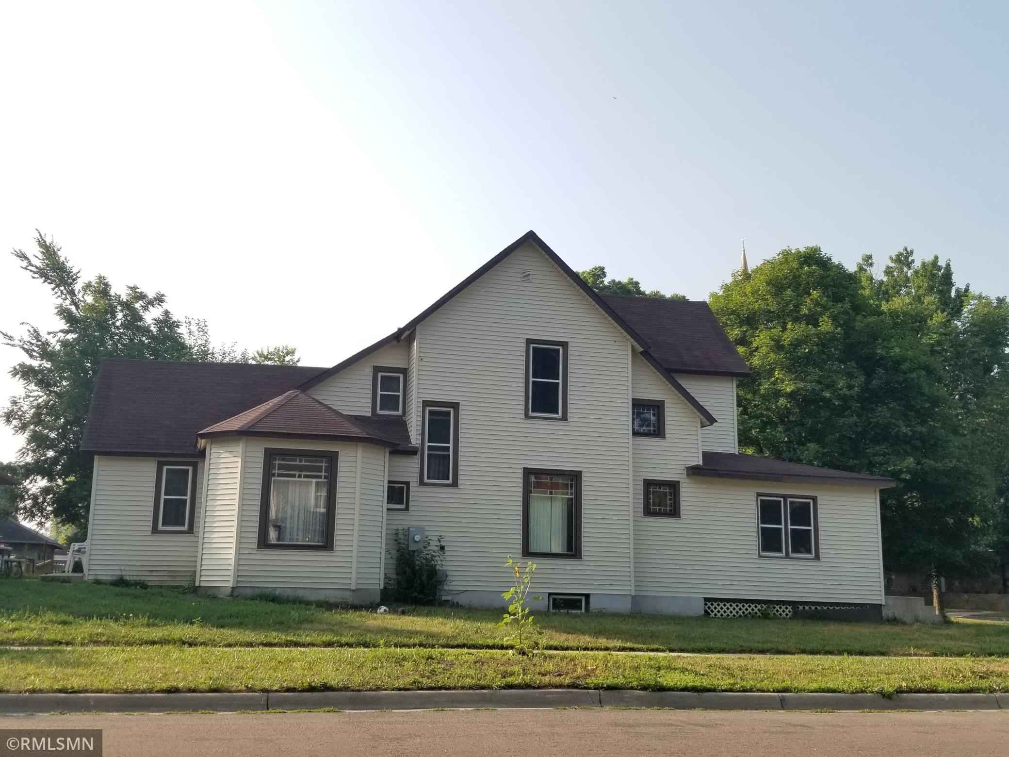 View 22 photos of this 3 bed, 2 bath, and 2,060 sqft. single_family home located at 510 W Lyon St, Marshall, Minnesota 56258 is Active for $89,900.