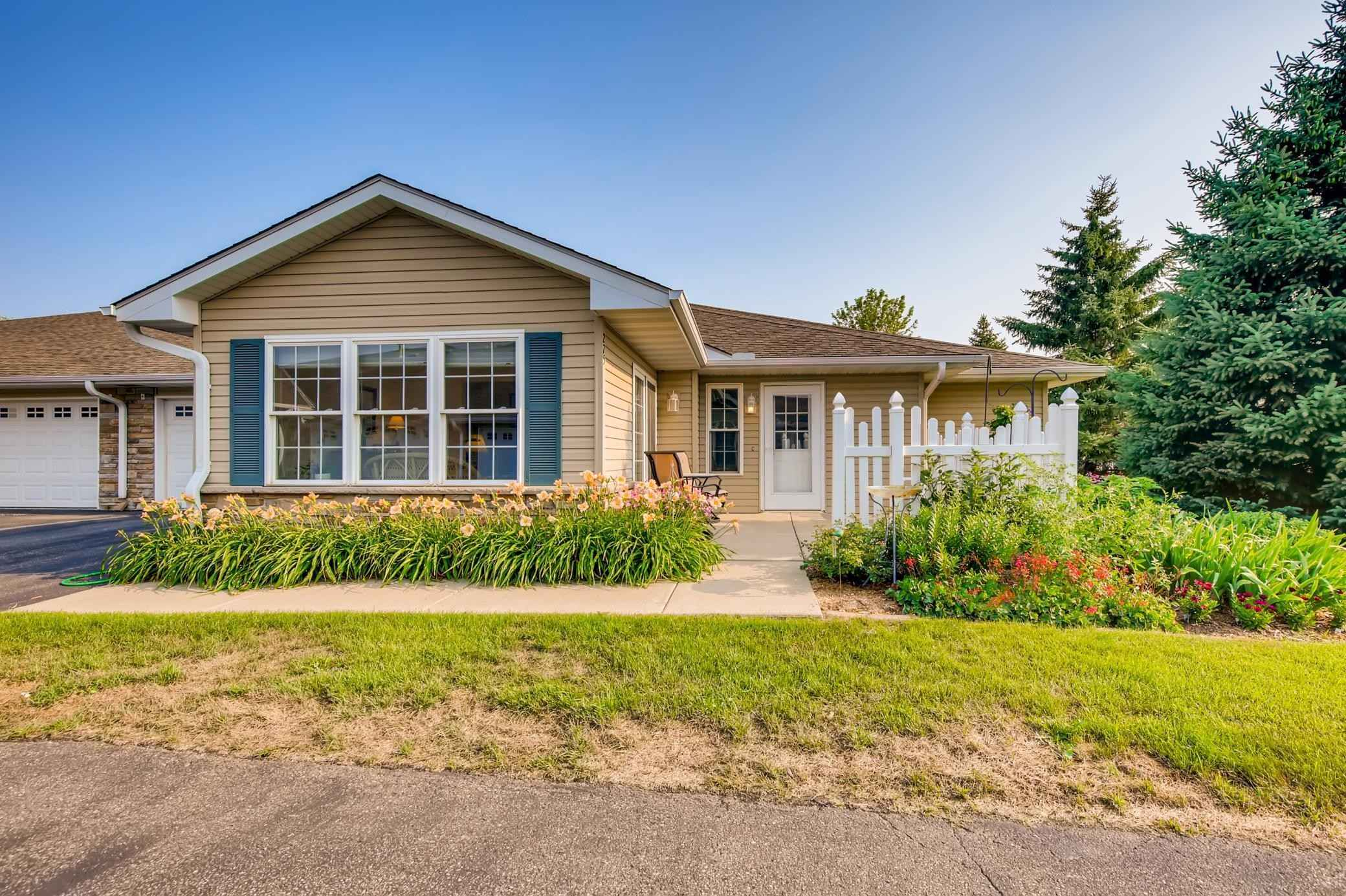 View 30 photos of this 2 bed, 2 bath, and 1,557 sqft. condo home located at 275 Kings Pointe Dr, Delano, Minnesota 55328 is Pending for $274,900.