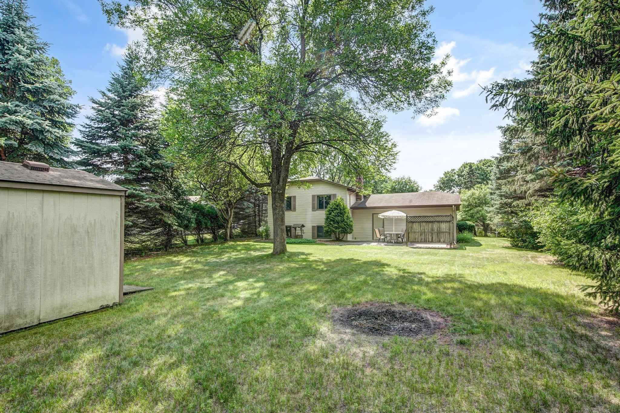 View 35 photos of this 4 bed, 2 bath, and 1,975 sqft. single_family home located at 3989 Goodwin Ave N, Oakdale, Minnesota 55128 is Pending for $349,000.