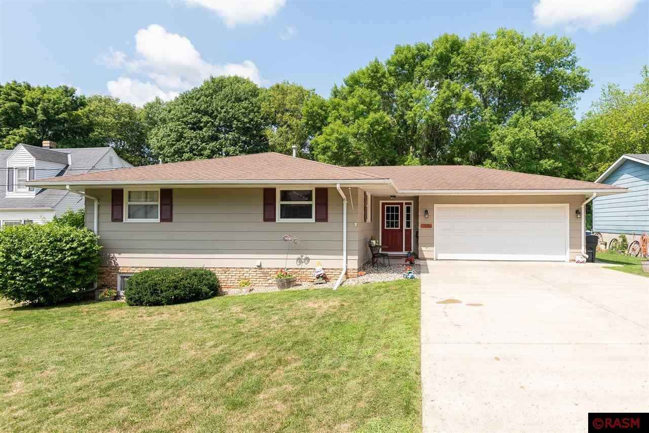 View 31 photos of this 3 bed, 3 bath, and 2,520 sqft. single_family home located at 118 S Division St, Mankato, Minnesota 56001 is Pending for $230,000.