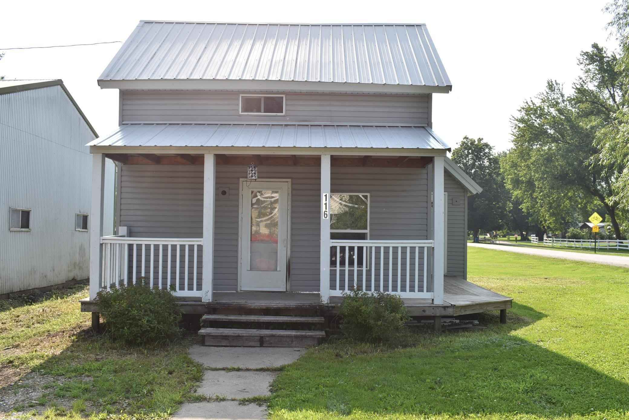 View 12 photos of this 1 bed, 1 bath, and 840 sqft. single_family home located at 116 1st Ave, Whalan, Minnesota 55949 is Pending for $49,900.