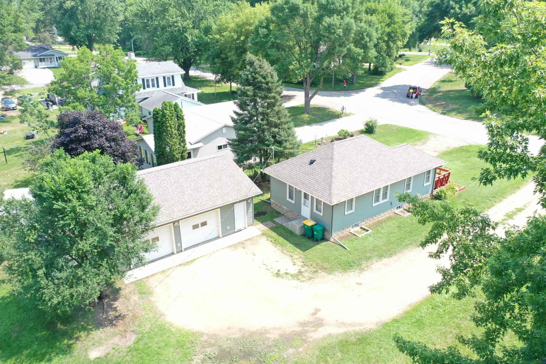 View 15 photos of this 2 bed, 2 bath, and 776 sqft. single_family home located at 1400 Hazel St, Le Sueur, Minnesota 56058 is Pending for $164,900.