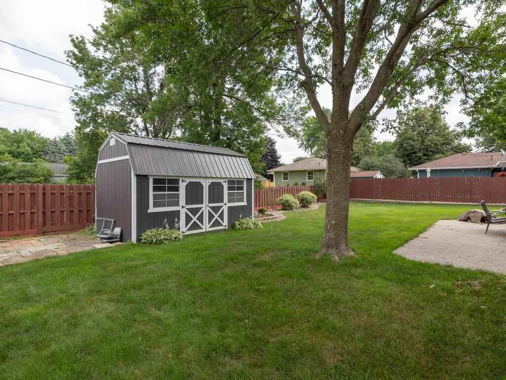 View 32 photos of this 3 bed, 2 bath, and 1,740 sqft. single_family home located at 1211 8 1/2 St SE, Rochester, Minnesota 55904 is Pending for $259,900.