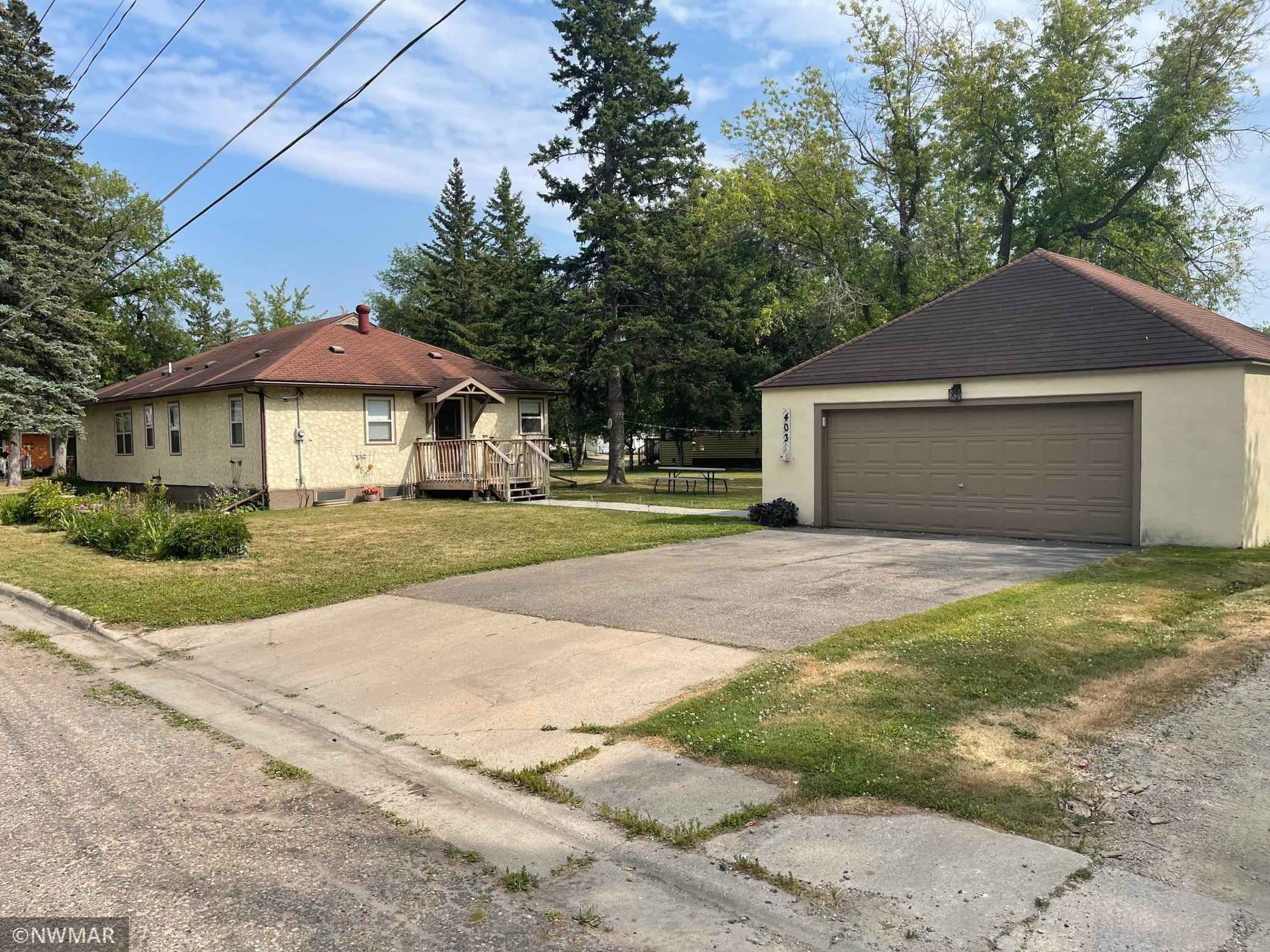 View 1 photos of this 3 bed, 2 bath, and 1,456 sqft. single_family home located at 403 1st Ave SE, Baudette, Minnesota 56623 is Pending for $159,900.