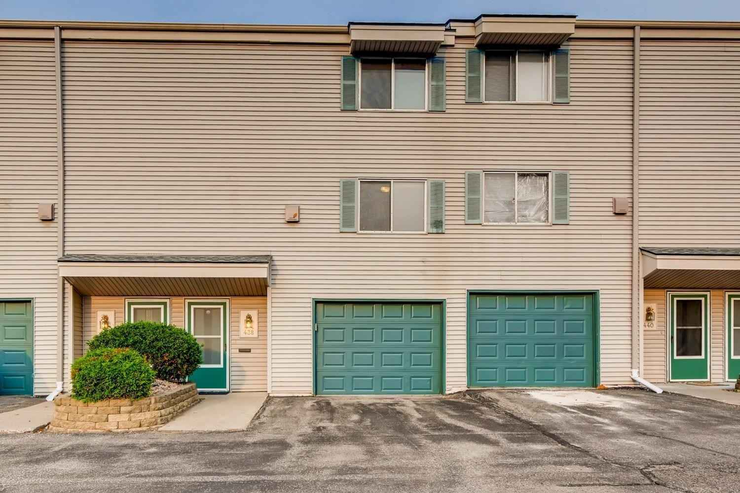 View 25 photos of this 3 bed, 2 bath, and 1,320 sqft. condo home located at 438 Dorland Rd S, Saint Paul, Minnesota 55119 is Active for $165,000.