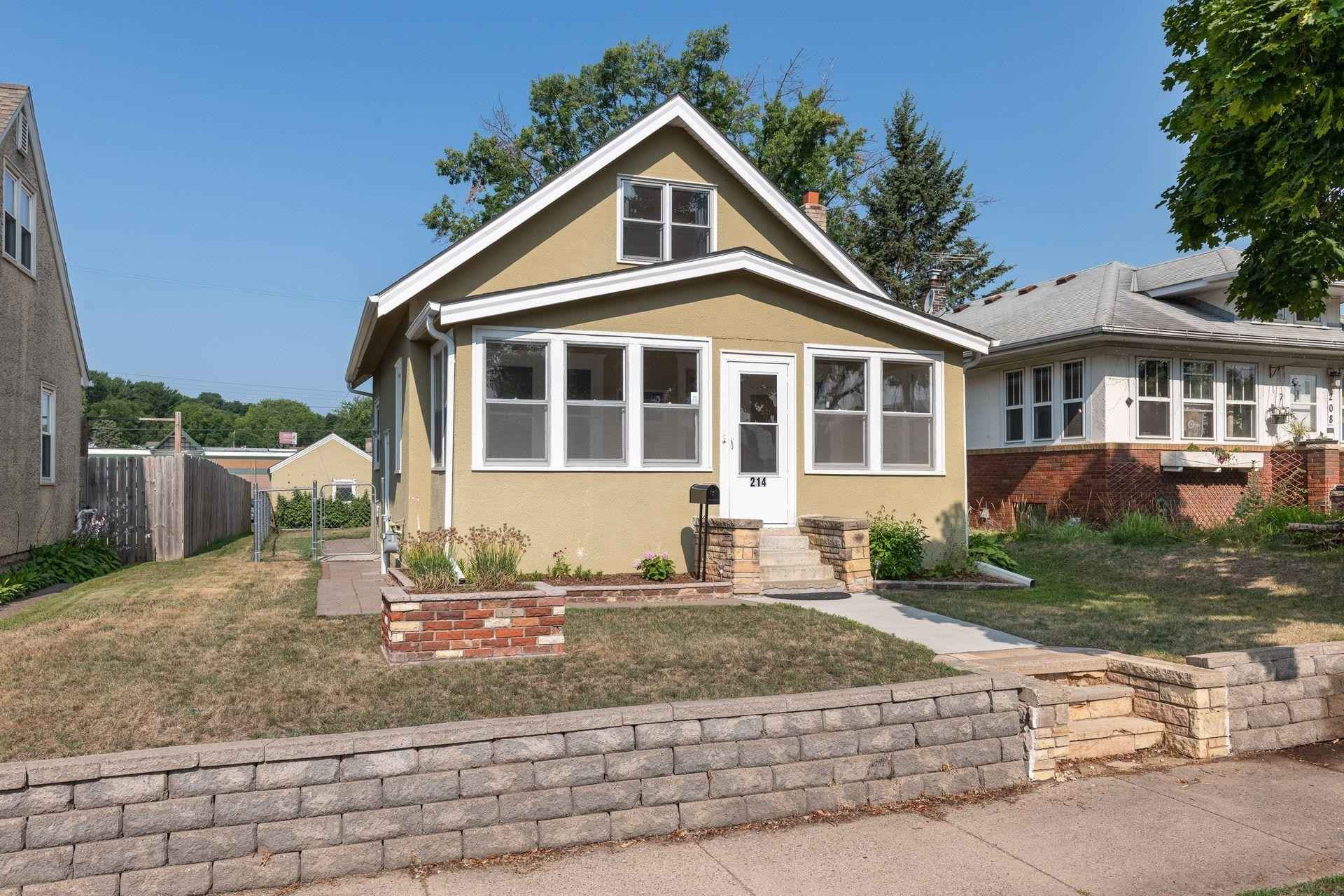 View 42 photos of this 3 bed, 1 bath, and 1,055 sqft. single_family home located at 214 11th Ave S, South Saint Paul, Minnesota 55075 is Active for $225,000.