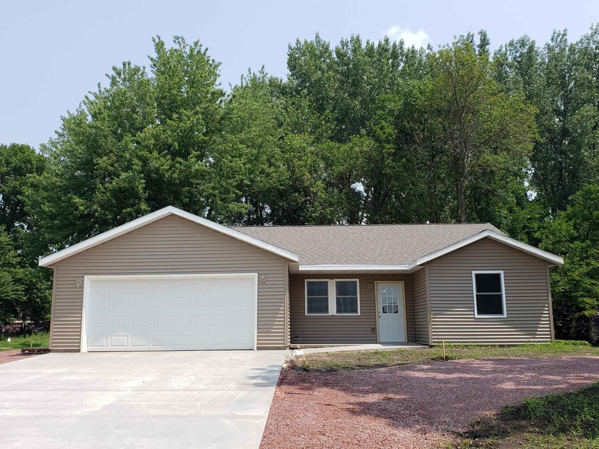 View 3 photos of this 2 bed, 2 bath, and 1,588 sqft. single_family home located at 1424 River Rd, Windom, Minnesota 56101 is Active for $239,000.