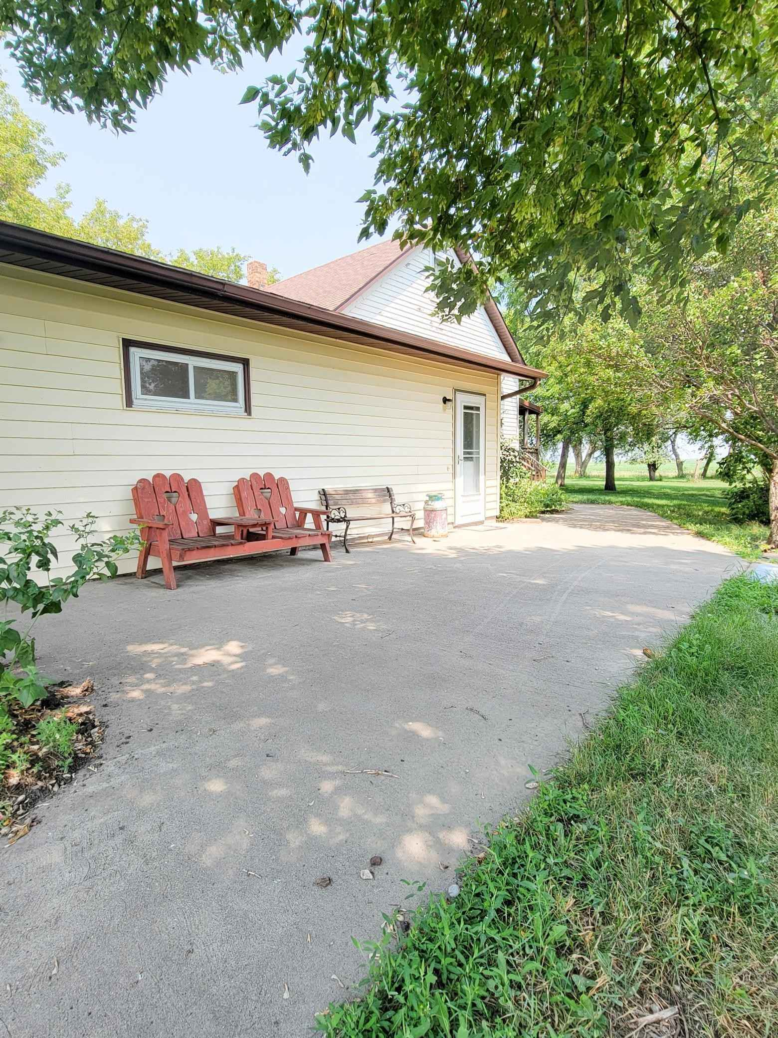 View 21 photos of this 3 bed, 1 bath, and 1,404 sqft. single_family home located at 76561 260th St, Graceville, Minnesota 56240 is Active for $69,000.