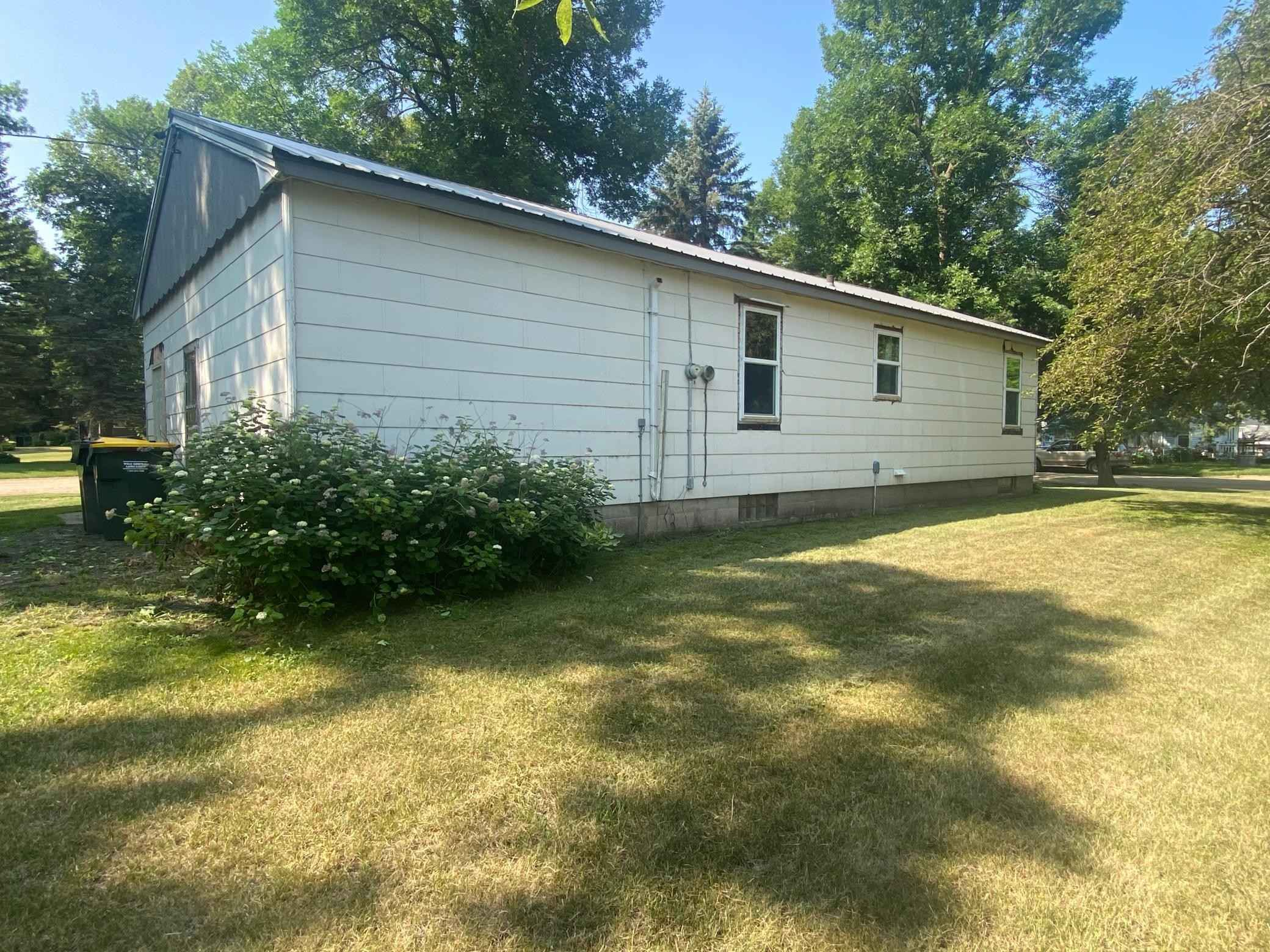 View 15 photos of this 2 bed, 2 bath, and 1,016 sqft. single_family home located at 461 2nd St, Clements, Minnesota 56224 is Active for $47,000.