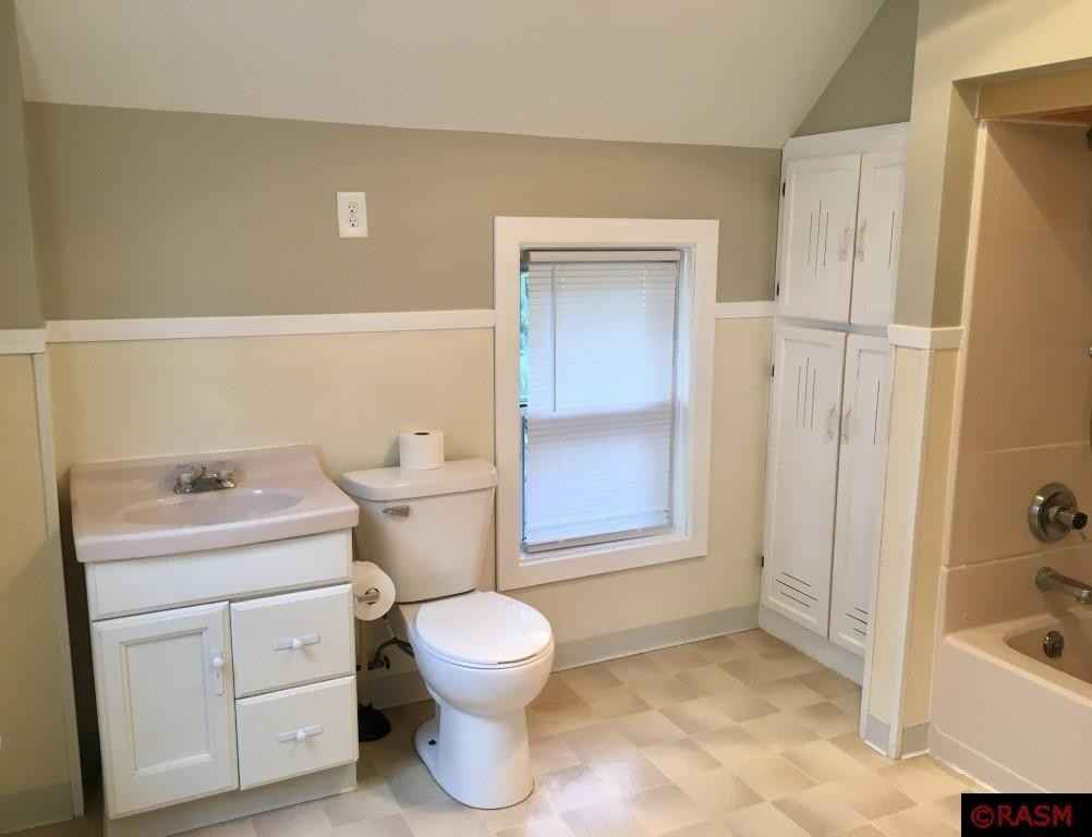 View 18 photos of this 3 bed, 2 bath, and 2,496 sqft. single_family home located at 620 2nd Ave SW, Sleepy Eye, Minnesota 56085 is Active for $129,900.