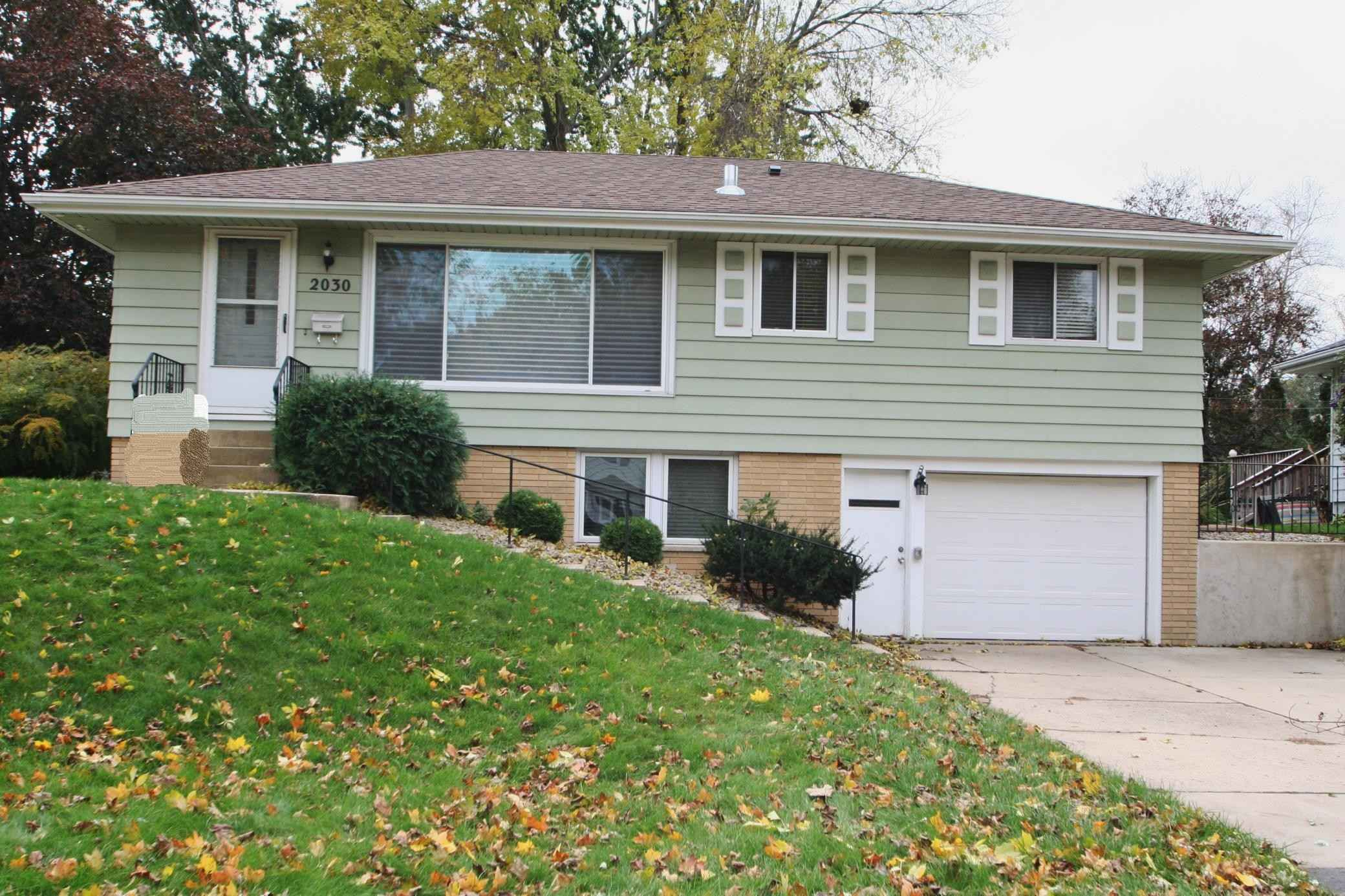 View 14 photos of this 3 bed, 2 bath, and 1,518 sqft. single_family home located at 2030 24th St NW, Rochester, Minnesota 55901 is Active for $210,000.