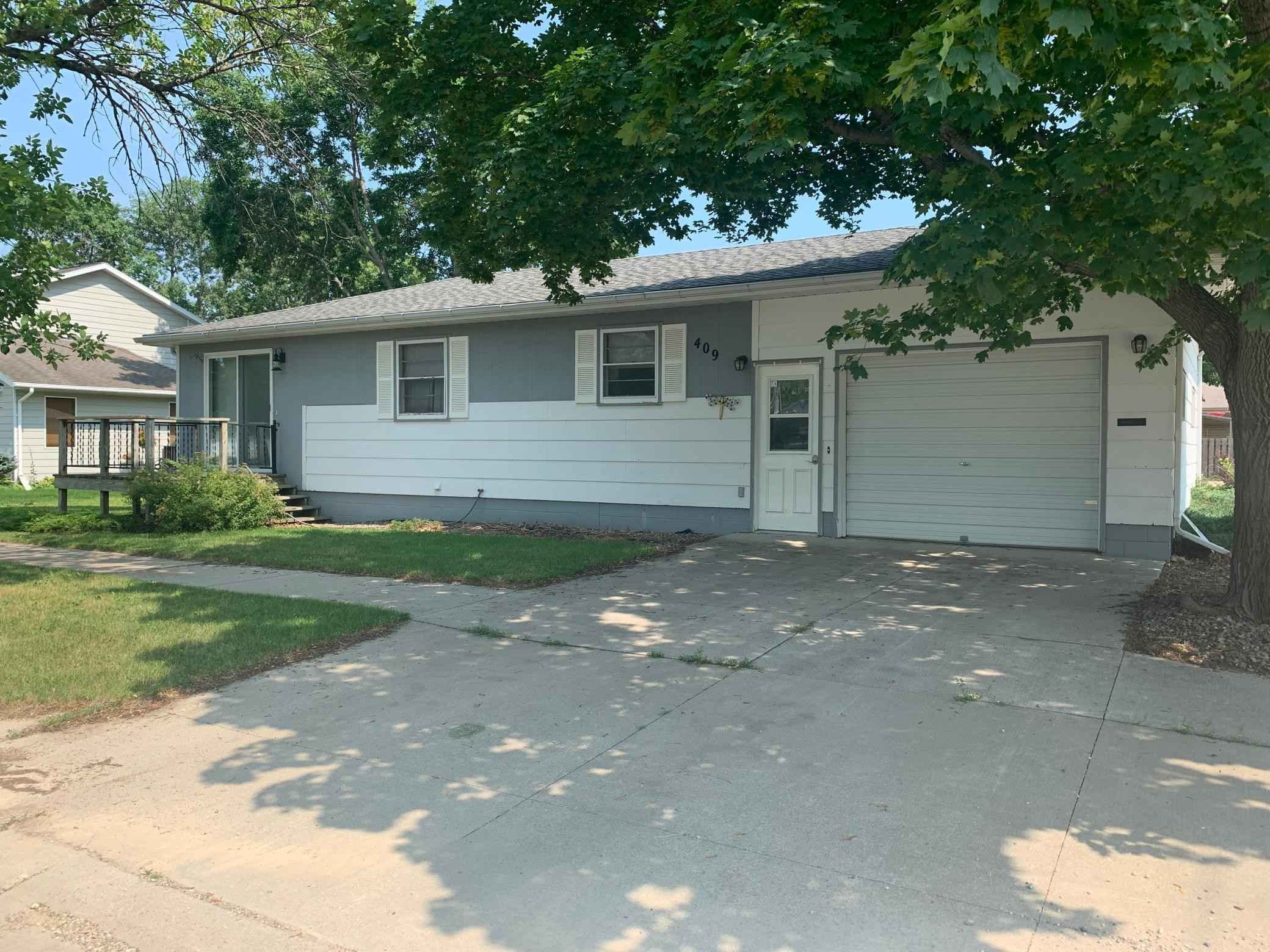 View 12 photos of this 3 bed, 2 bath, and 1,332 sqft. single_family home located at 409 Lyon Ave N, Canby, Minnesota 56220 is Active for $98,000.