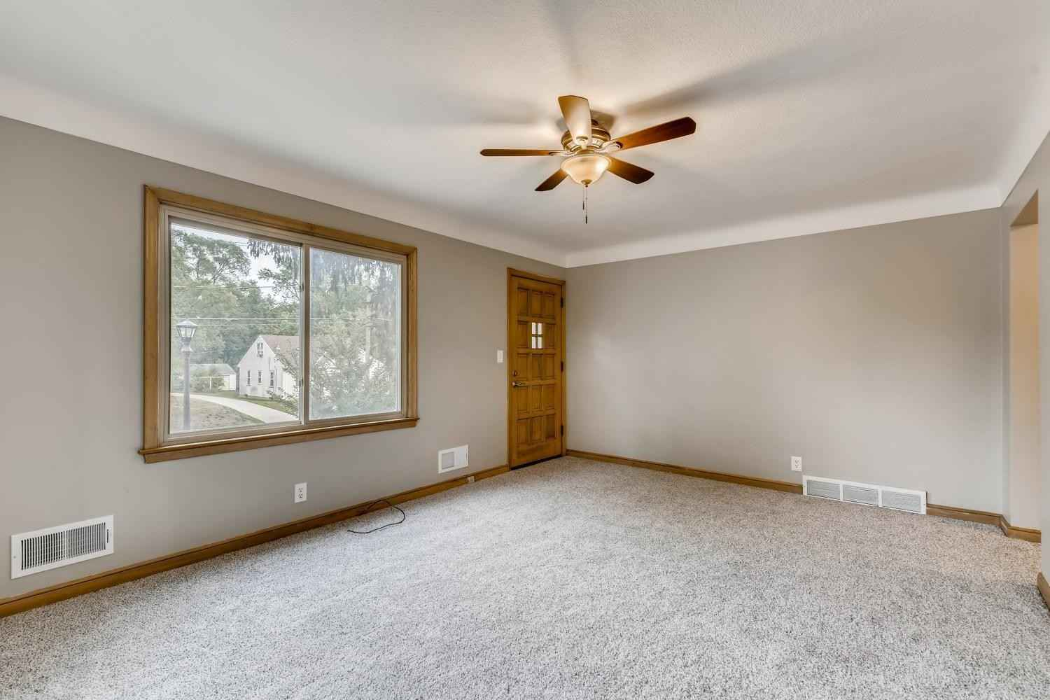 View 22 photos of this 2 bed, 2 bath, and 1,105 sqft. single_family home located at 567 White Bear Ave N, Saint Paul, Minnesota 55106 is Pending for $189,000.