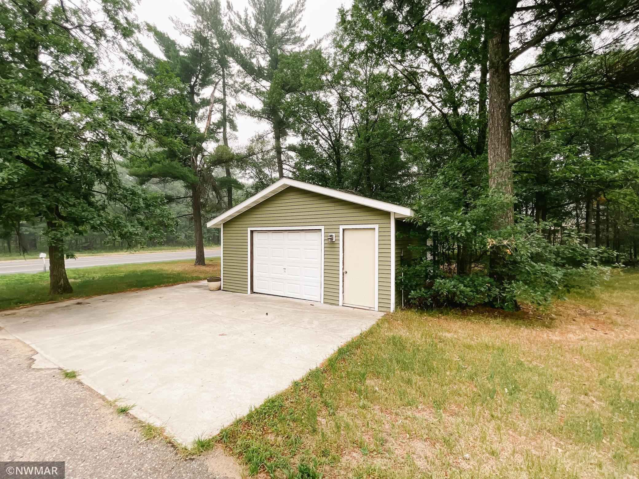 View 36 photos of this 3 bed, 2 bath, and 2,400 sqft. single_family home located at 1220 Lake Ave NE, Bemidji, Minnesota 56601 is Pending for $219,900.