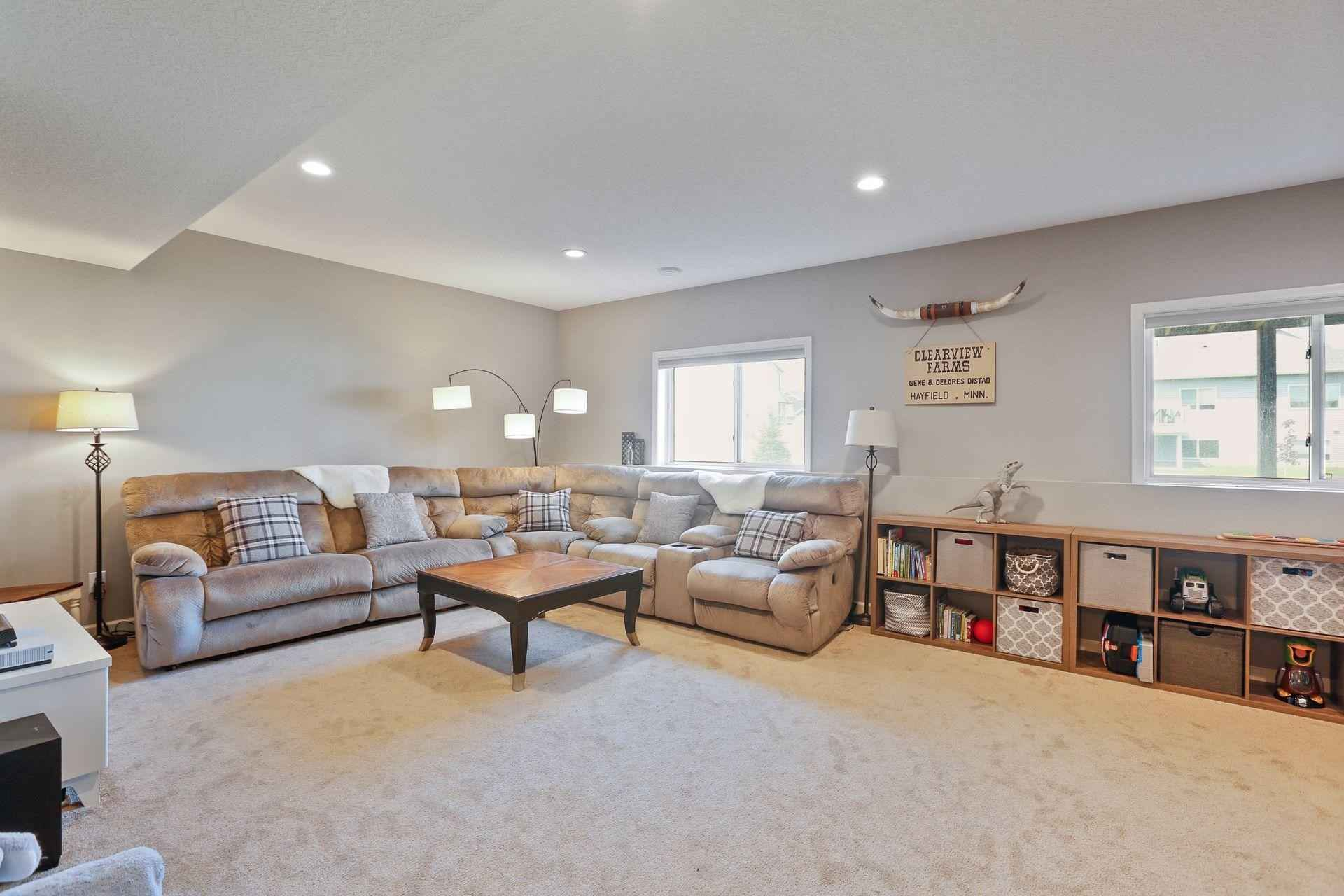View 32 photos of this 5 bed, 4 bath, and 3,152 sqft. single_family home located at 13985 Ashford Path, Rosemount, Minnesota 55068 is Pending for $537,500.