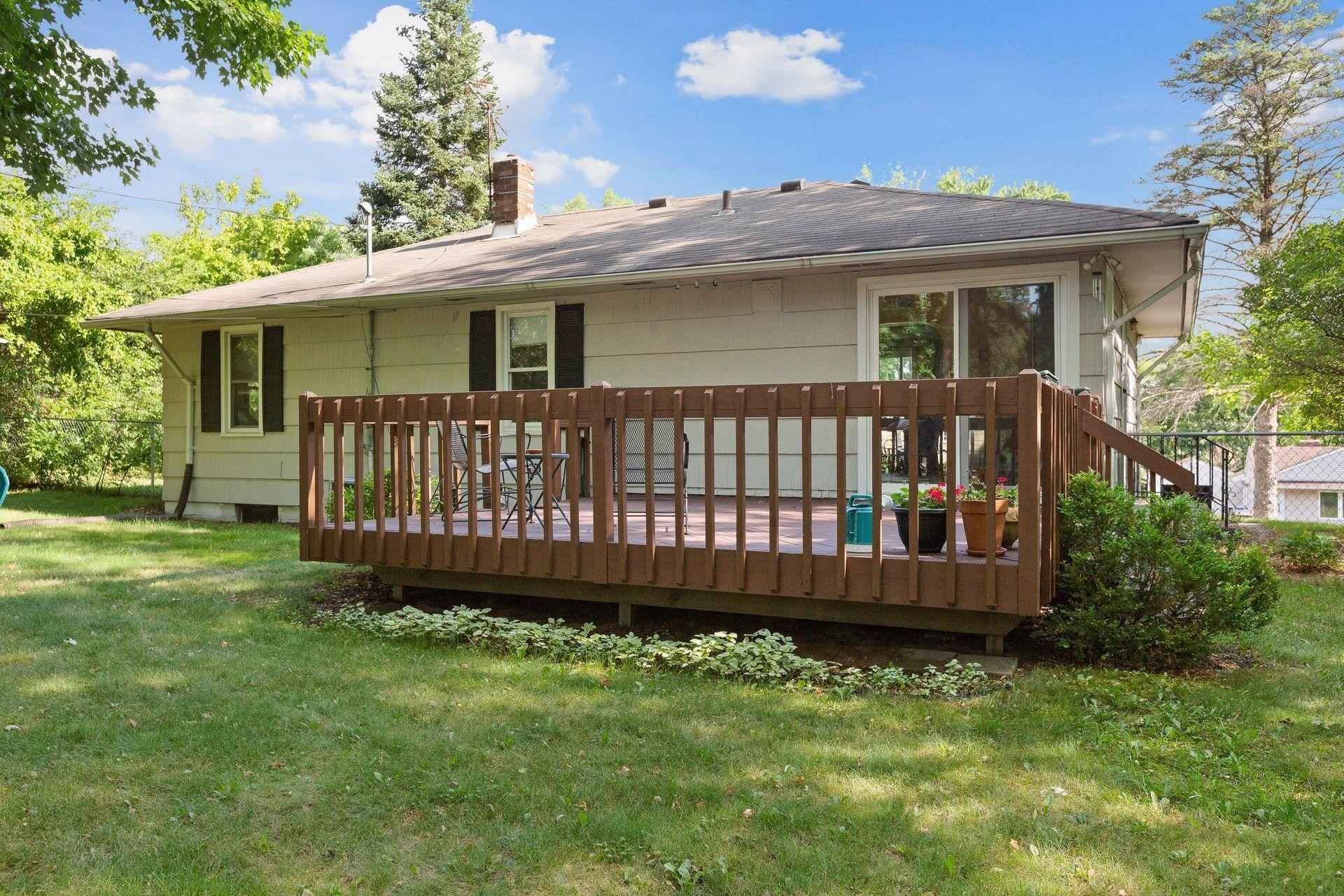 View 30 photos of this 3 bed, 1 bath, and 1,224 sqft. single_family home located at 700 Eldridge Ave W, Roseville, Minnesota 55113 is Pending for $259,000.