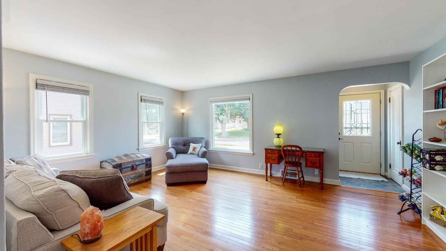 View 33 photos of this 3 bed, 2 bath, and 2,098 sqft. single_family home located at 1016 7th Ave NW, Rochester, Minnesota 55901 is Pending for $235,000.