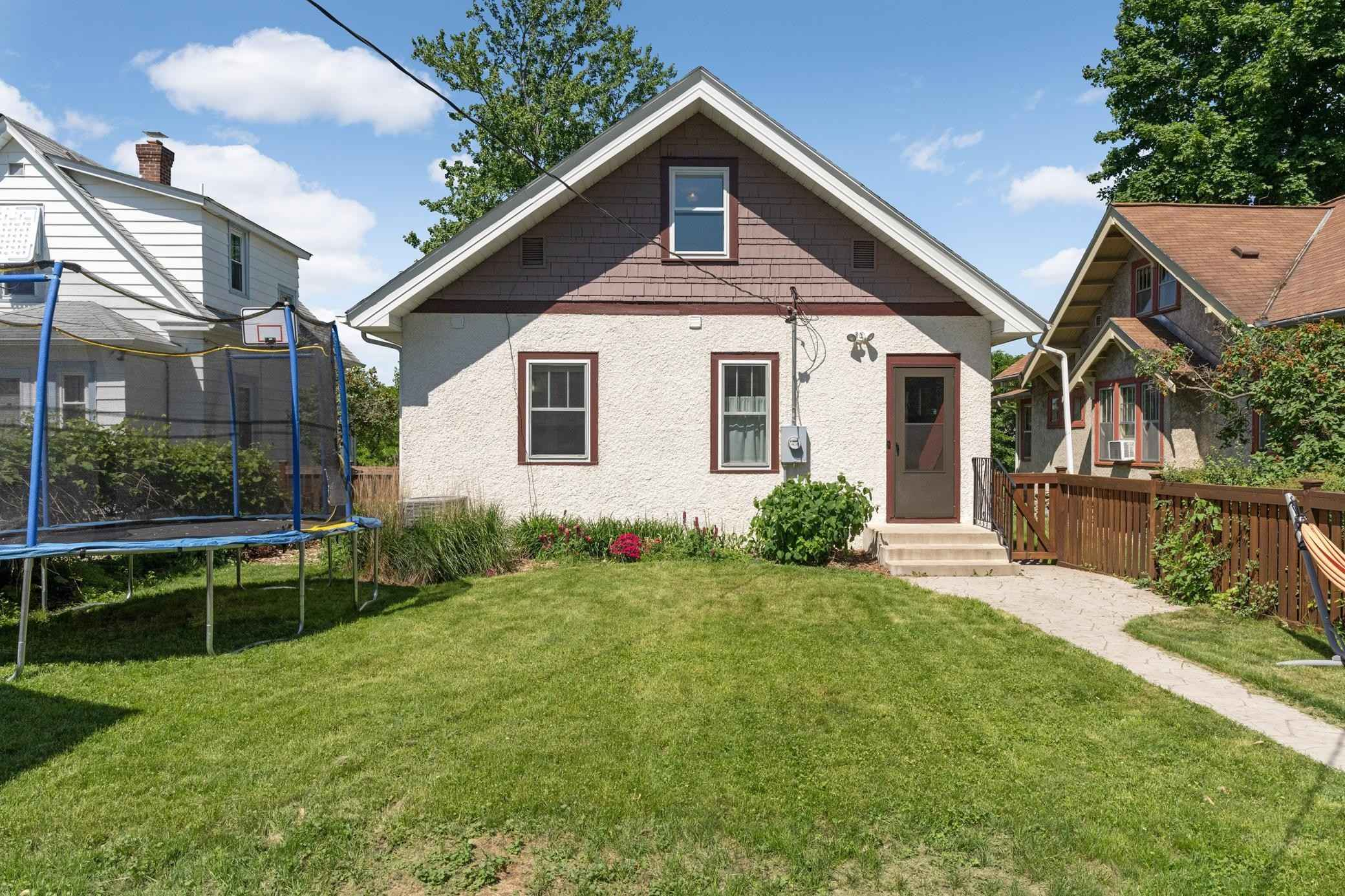 View 20 photos of this 3 bed, 3 bath, and 2,009 sqft. single_family home located at 3929 17th Ave S, Minneapolis, Minnesota 55407 is Active for $340,000.