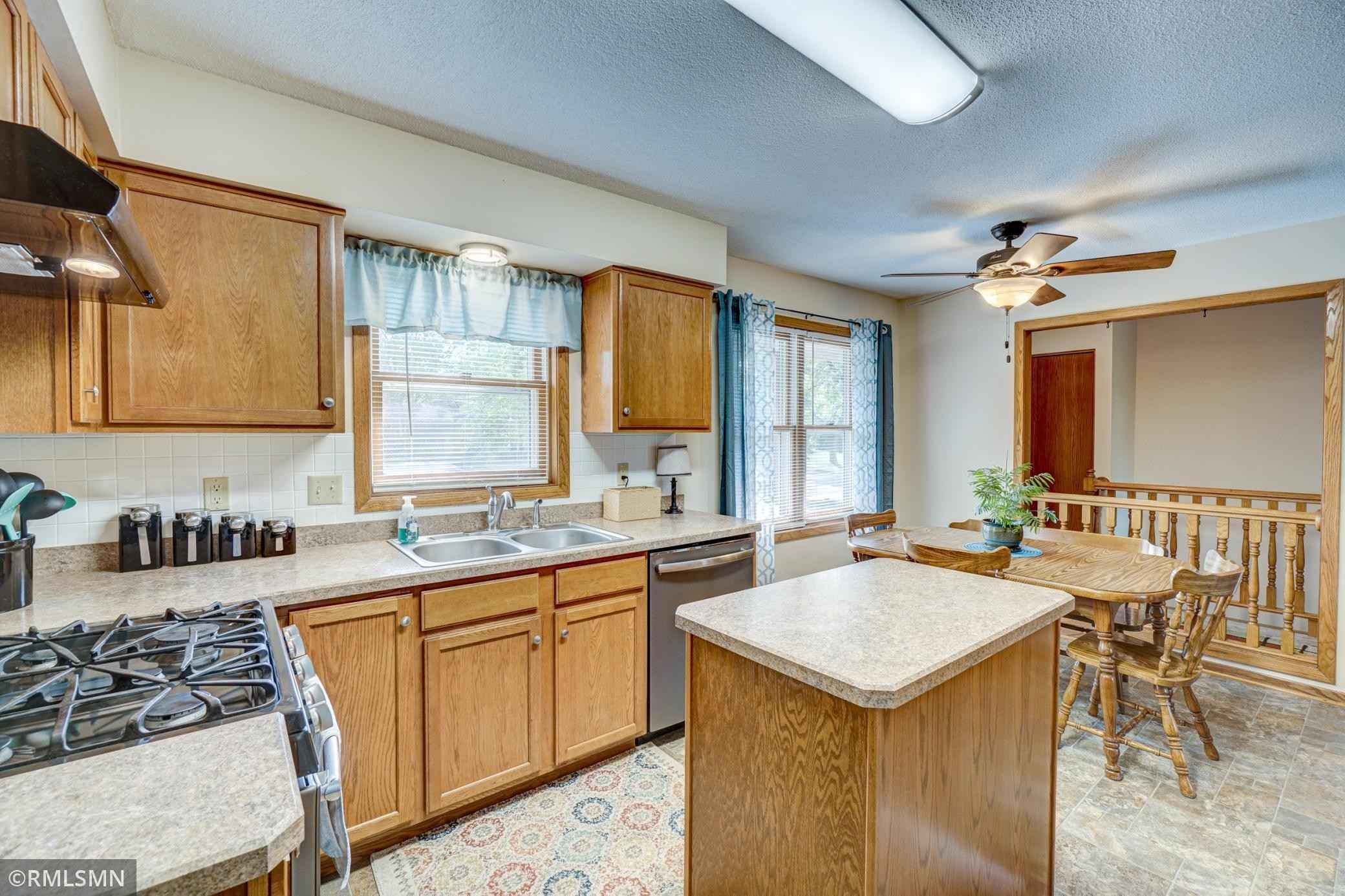 View 19 photos of this 4 bed, 2 bath, and 1,900 sqft. single_family home located at 7765 Jasmine Ave S, Cottage Grove, Minnesota 55016 is Pending for $300,000.