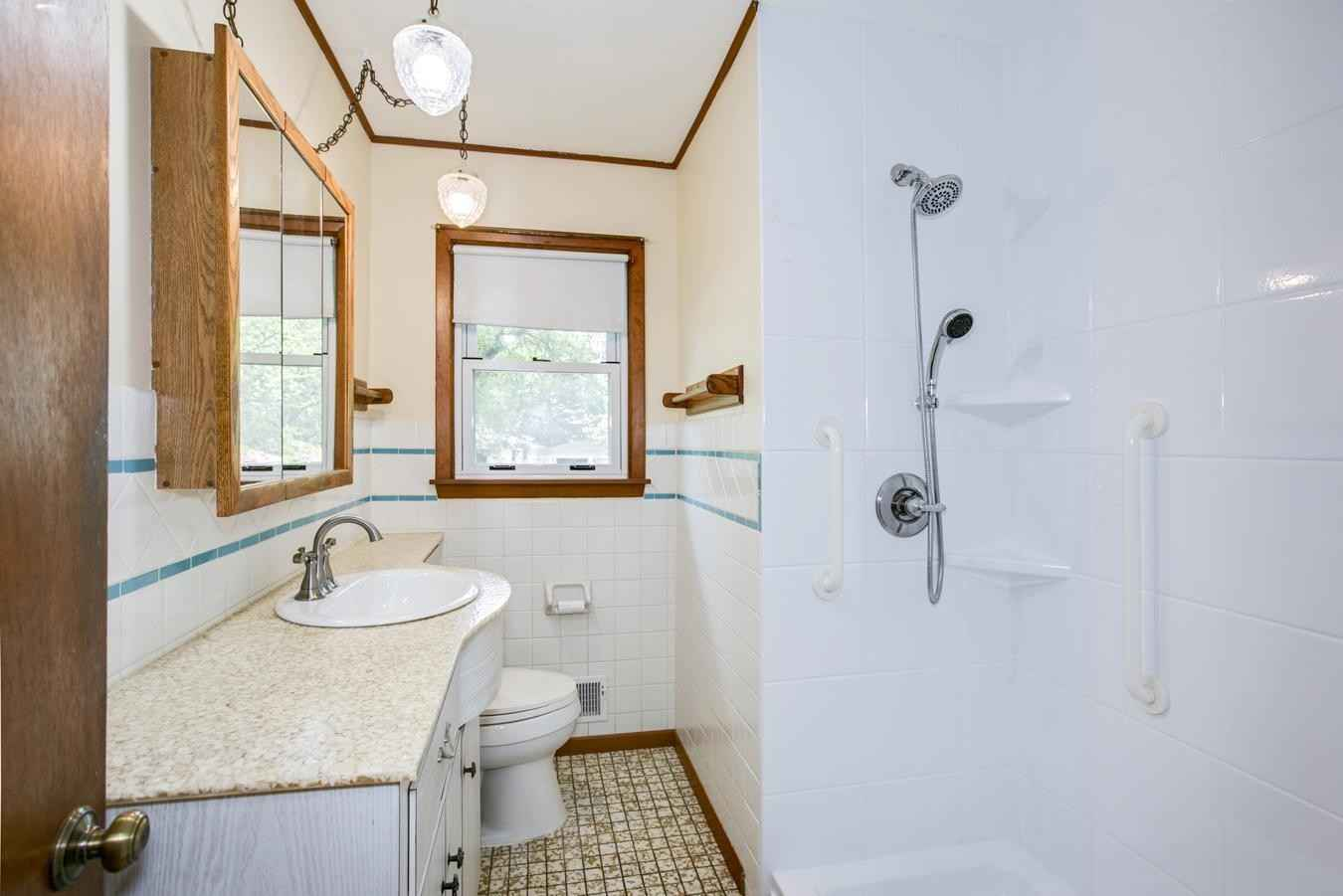 View 19 photos of this 3 bed, 2 bath, and 1,563 sqft. single_family home located at 1103 Gresham Ave N, Oakdale, Minnesota 55128 is Active for $200,000.