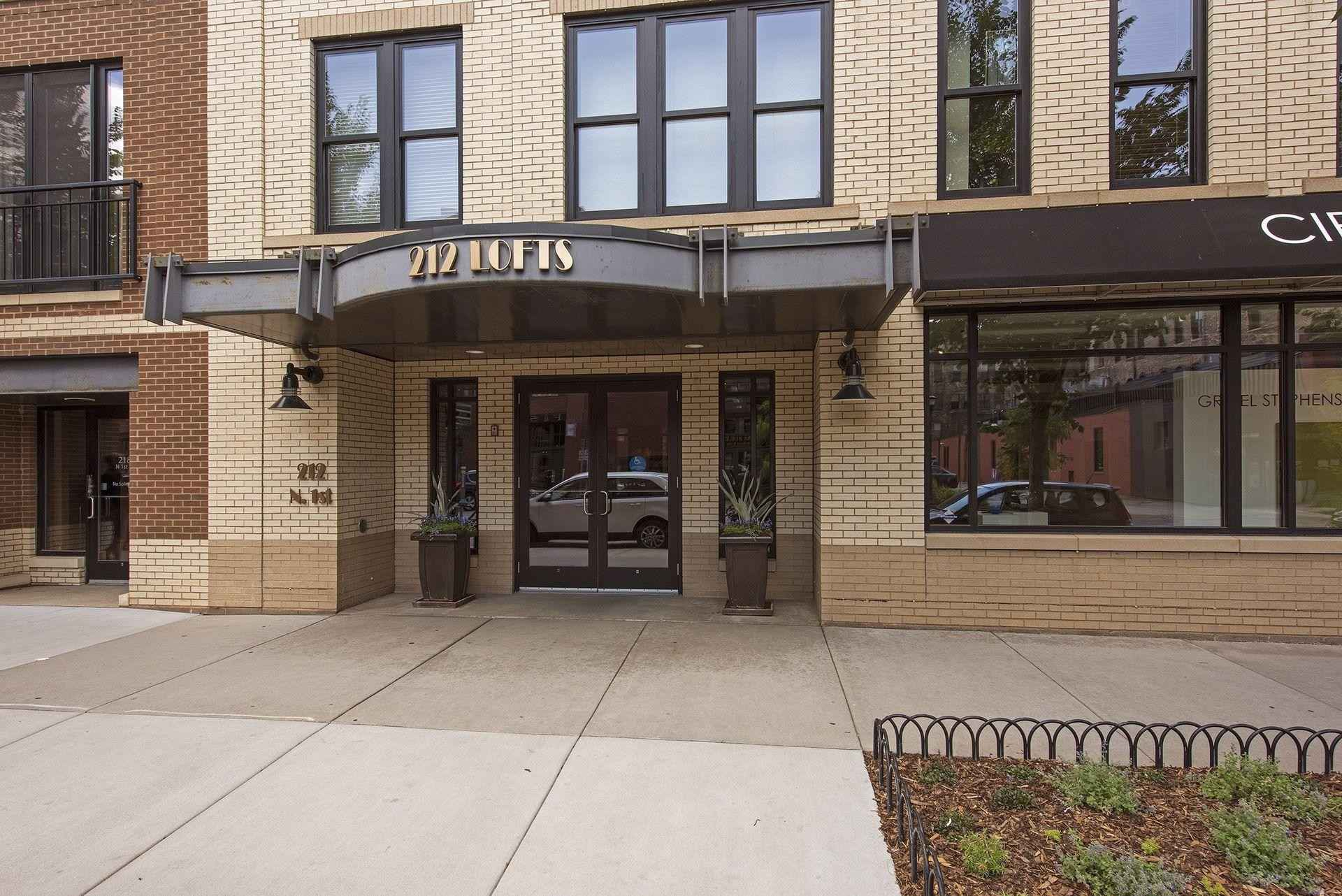 View 8 photos of this 2 bed, 2 bath, and 1,760 sqft. condo home located at 212 N 1st St Apt 309, Minneapolis, Minnesota 55401 is Pending for $469,900.