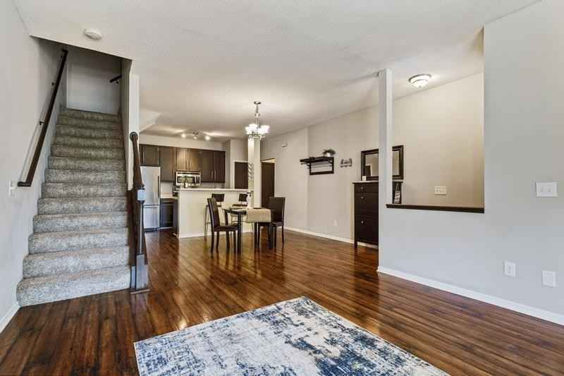 View 15 photos of this 2 bed, 2 bath, and 1,230 sqft. condo home located at 2557 Mallard Dr, Woodbury, Minnesota 55125 is Pending for $209,000.