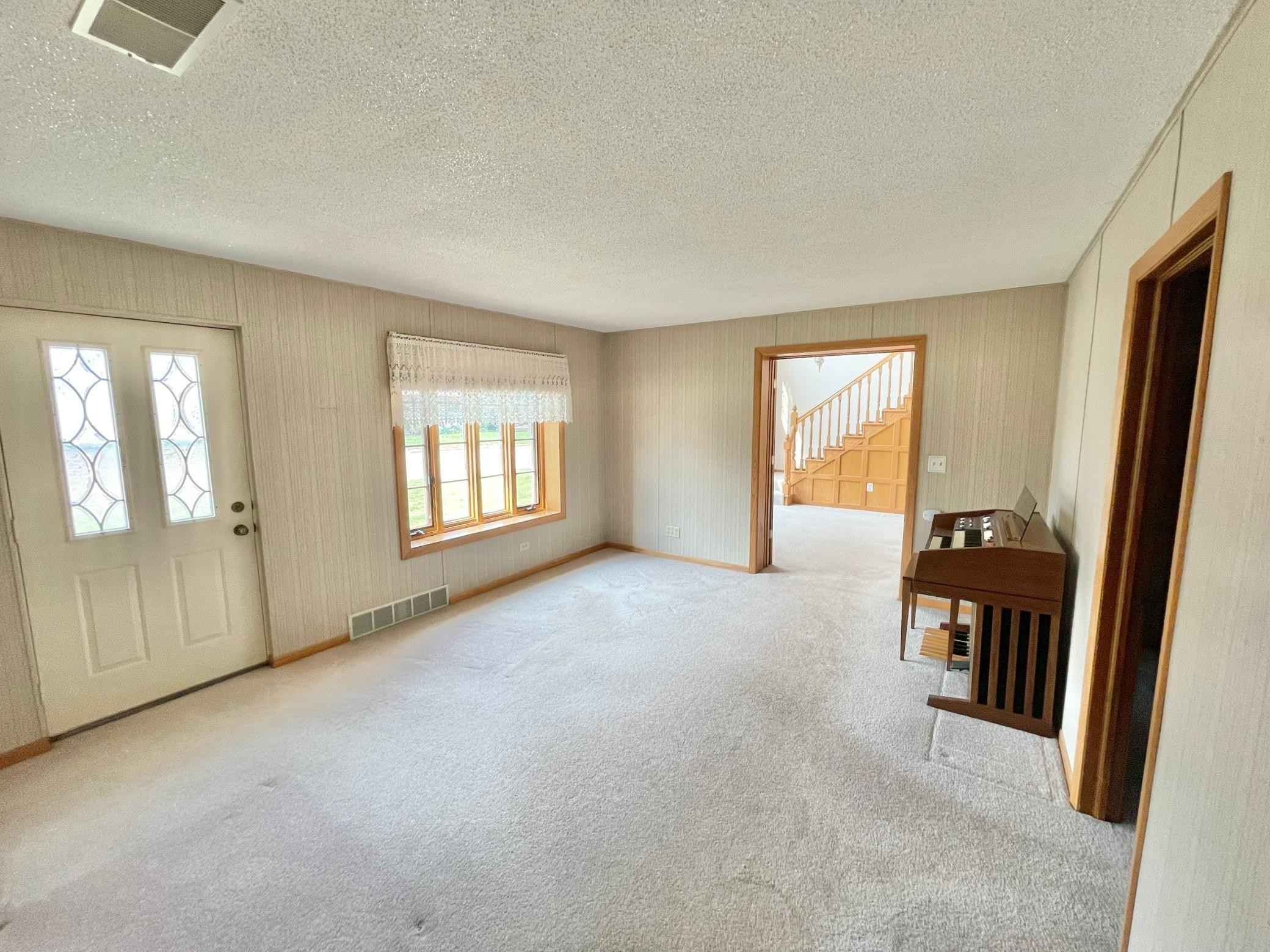 View 38 photos of this 3 bed, 1 bath, and 1,740 sqft. single_family home located at 309 Blue St W, Comfrey, Minnesota 56019 is Active for $109,000.