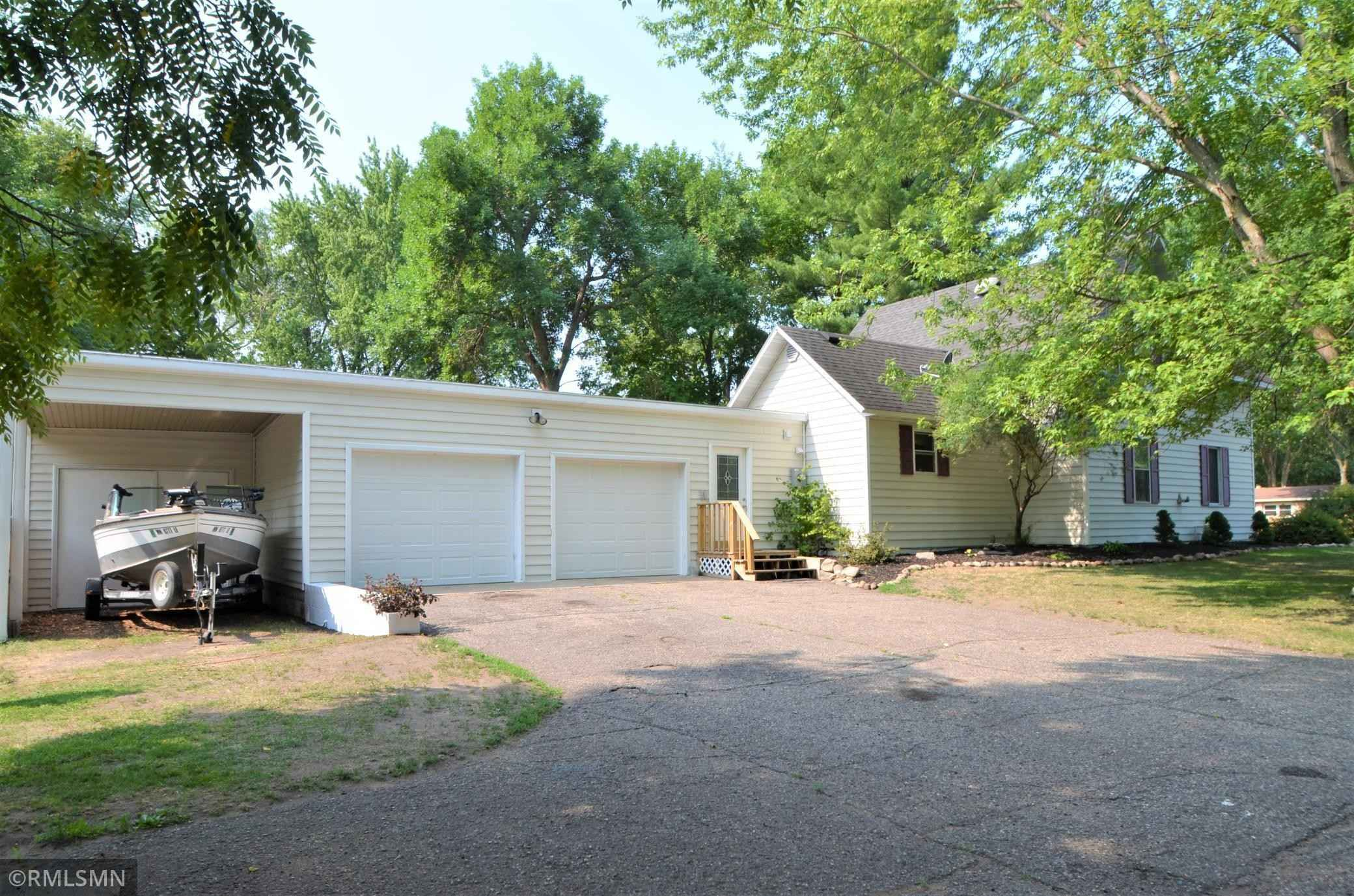 View 21 photos of this 4 bed, 2 bath, and 1,446 sqft. single_family home located at 701 S Armstrong Ave, Litchfield, Minnesota 55355 is Pending for $142,000.