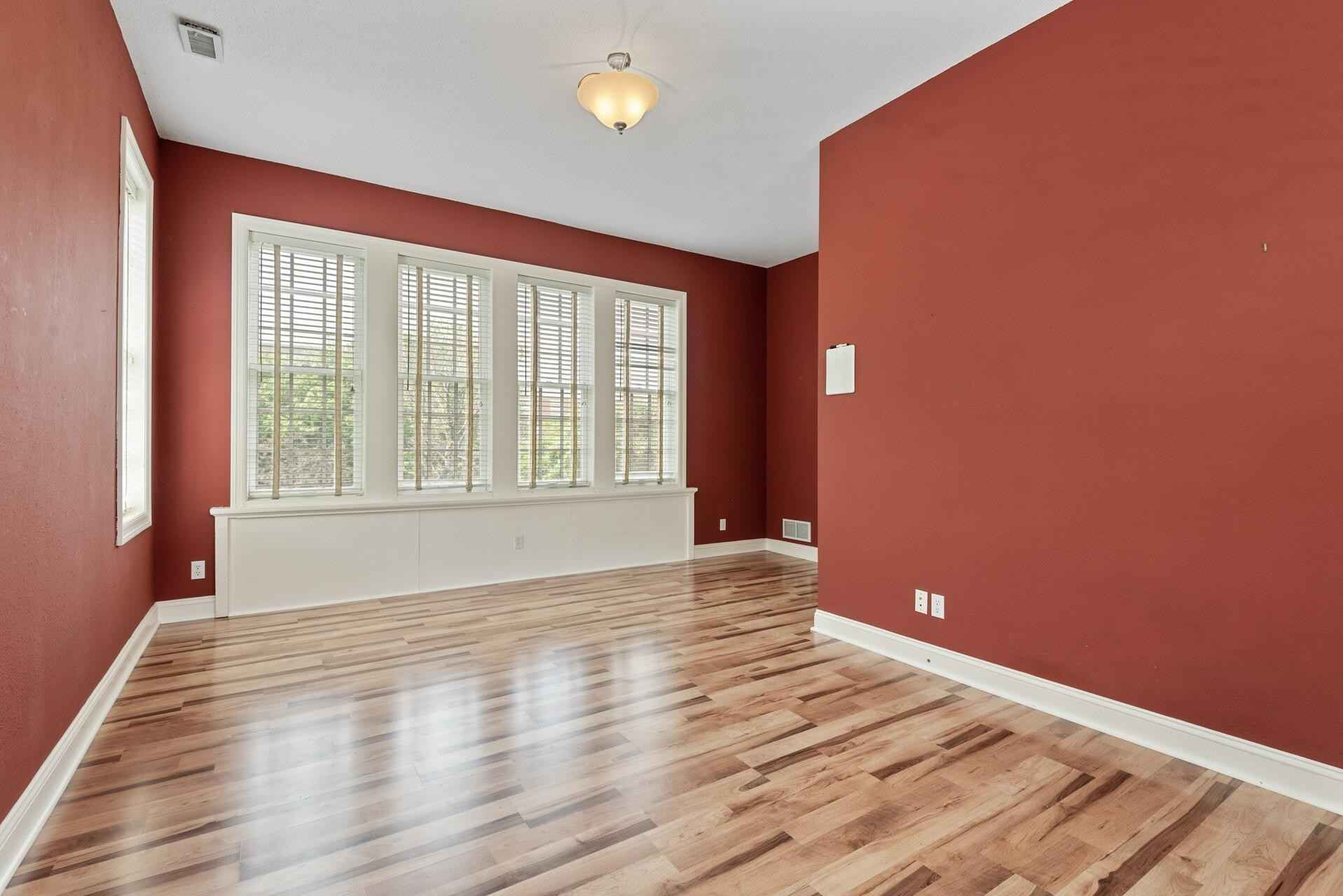View 31 photos of this 4 bed, 4 bath, and 2,560 sqft. condo home located at 2427 Park Ave, Minneapolis, Minnesota 55404 is Active for $331,600.