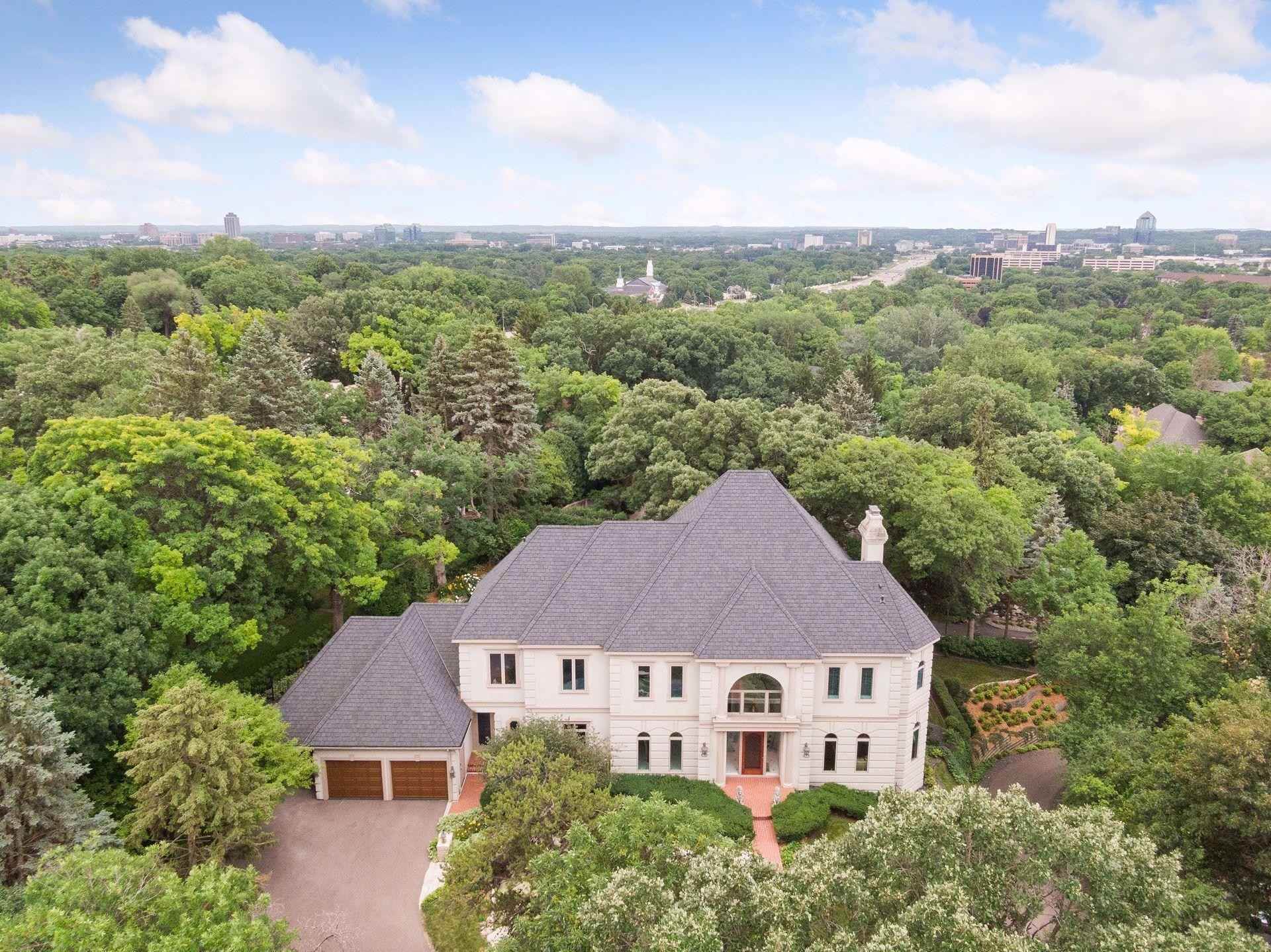 View 49 photos of this 5 bed, 6 bath, and 7,097 sqft. single_family home located at 5012 Nob Hill Dr, Edina, Minnesota 55439 is Active for $2,495,000.