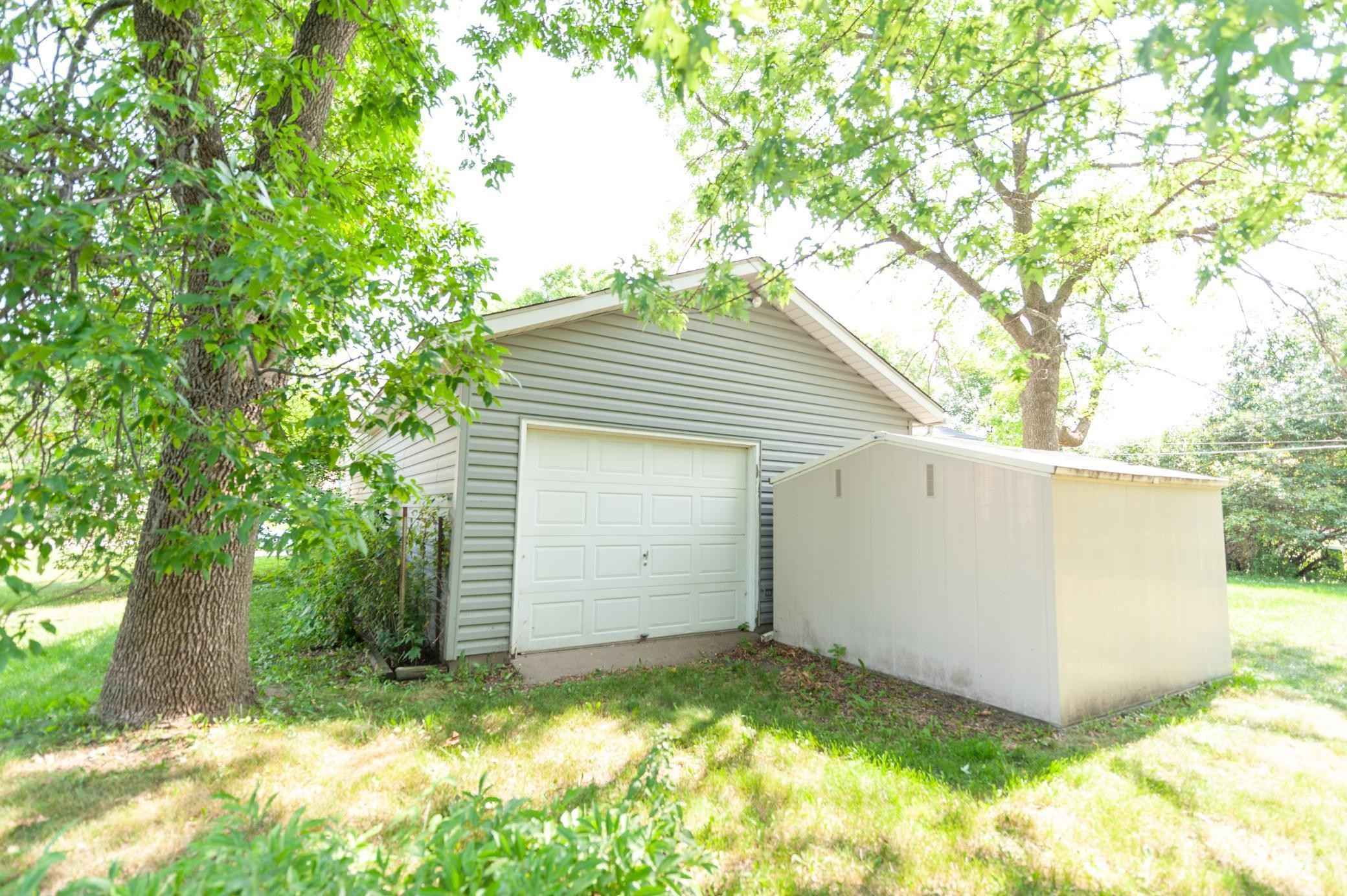 View 38 photos of this 5 bed, 2 bath, and 2,075 sqft. single_family home located at 16867 Galena Ave W, Rosemount, Minnesota 55068 is Pending for $349,900.