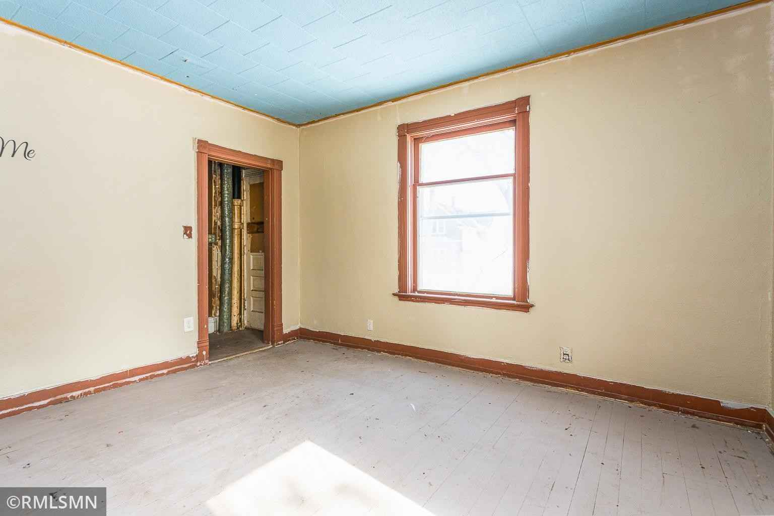 View 20 photos of this 2 bed, 1 bath, and 1,065 sqft. single_family home located at 308 S Redwood St, Winthrop, Minnesota 55396 is Active for $49,500.