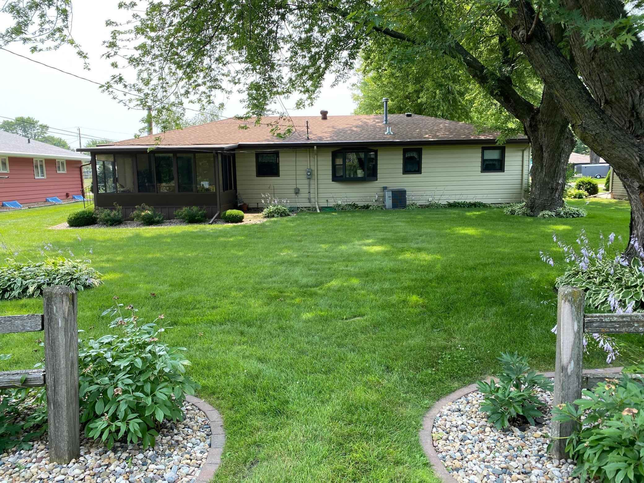 View 4 photos of this 2 bed, 2 bath, and 2,028 sqft. single_family home located at 307 Richway Dr E, Albert Lea, Minnesota 56007 is Pending for $189,900.