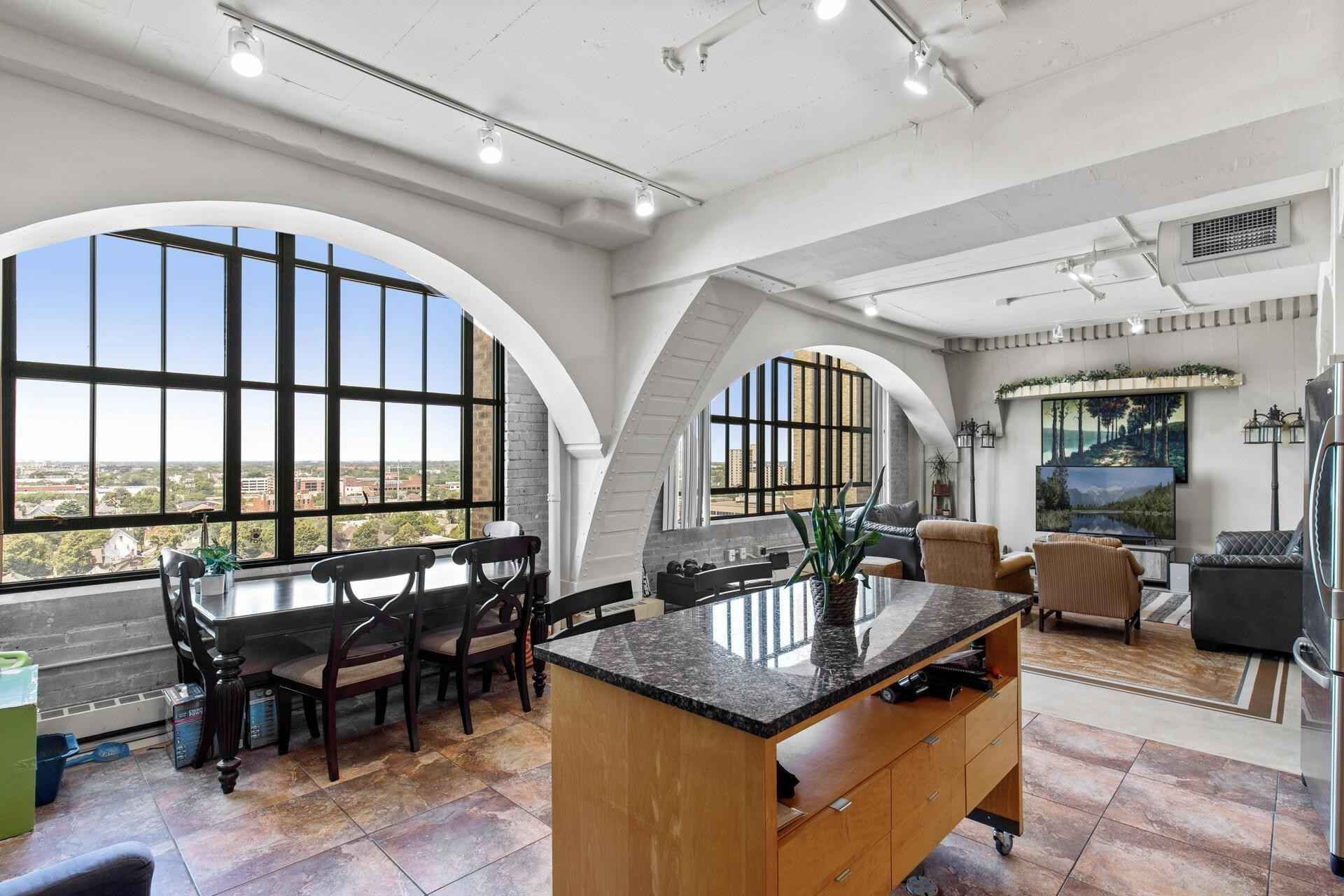 View 41 photos of this 2 bed, 1 bath, and 1,287 sqft. condo home located at 2929 Chicago Ave Unit 1015, Minneapolis, Minnesota 55407 is Active for $249,900.