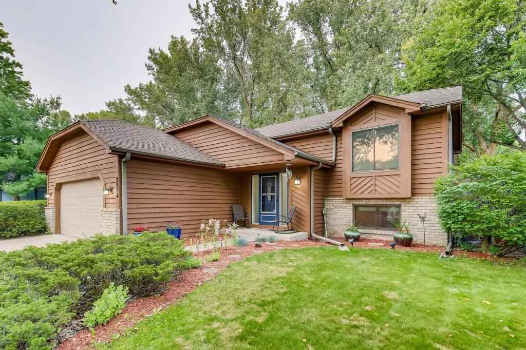 View 28 photos of this 5 bed, 3 bath, and 2,269 sqft. single_family home located at 2984 Ontario Rd, Little Canada, Minnesota 55117 is Pending for $385,000.