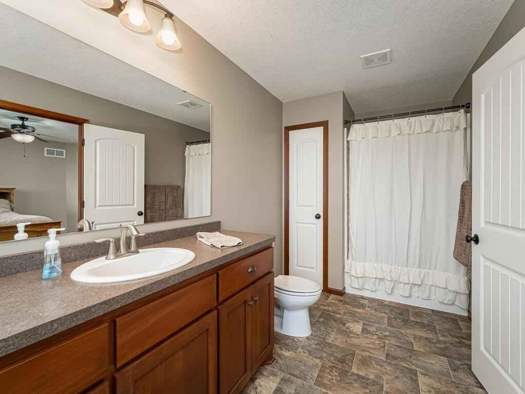 View 40 photos of this 5 bed, 4 bath, and 3,514 sqft. single_family home located at 13941 Martin St NW, Andover, Minnesota 55304 is Active for $524,900.