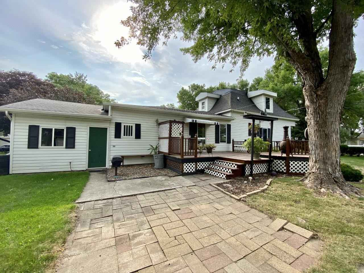 View 25 photos of this 3 bed, 2 bath, and 1,272 sqft. single_family home located at 181 7th St, Walnut Grove, Minnesota 56180 is Pending for $80,000.