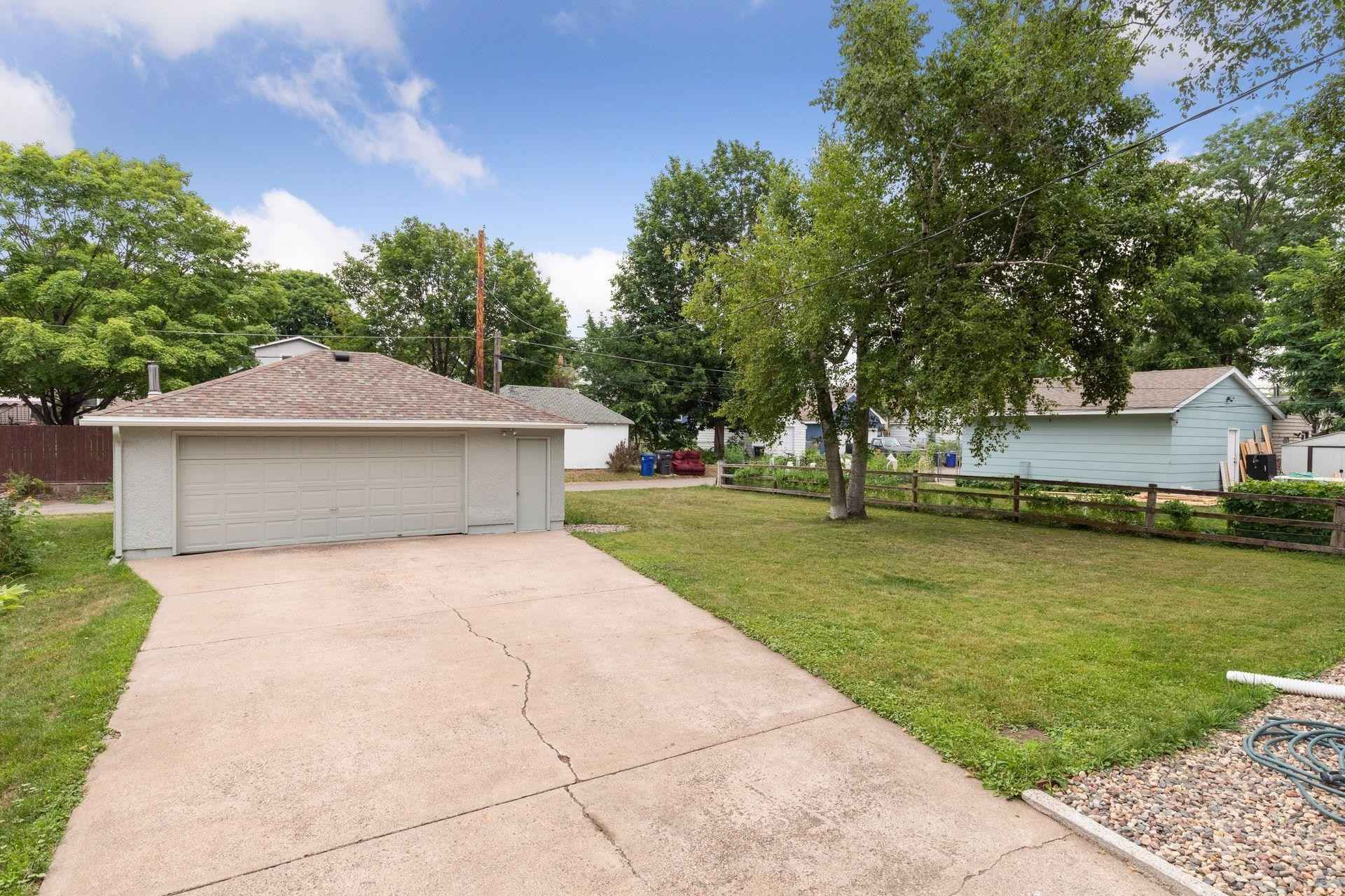 View 47 photos of this 3 bed, 1 bath, and 1,350 sqft. single_family home located at 1221 4th St E, Saint Paul, Minnesota 55106 is Active for $234,500.