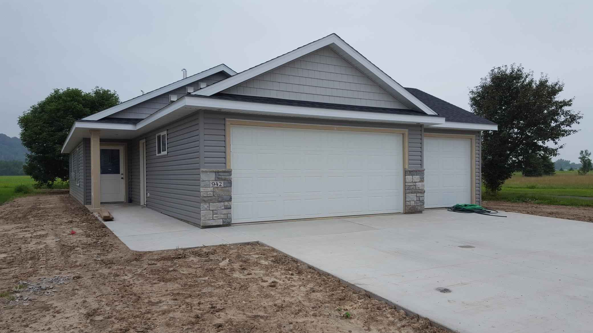 View 1 photos of this 2 bed, 2 bath, and 1,271 sqft. single_family home located at 942 Freedom Ave, Wabasha, Minnesota 55981 is Pending for $249,900.