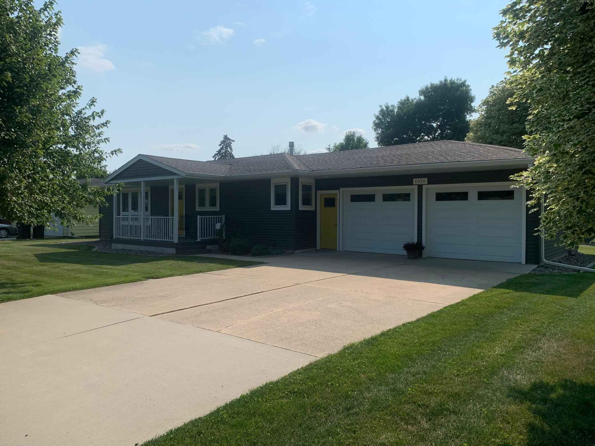 View 24 photos of this 2 bed, 2 bath, and 1,144 sqft. single_family home located at 1016 S Broadway St, Spring Valley, Minnesota 55975 is Pending for $243,000.