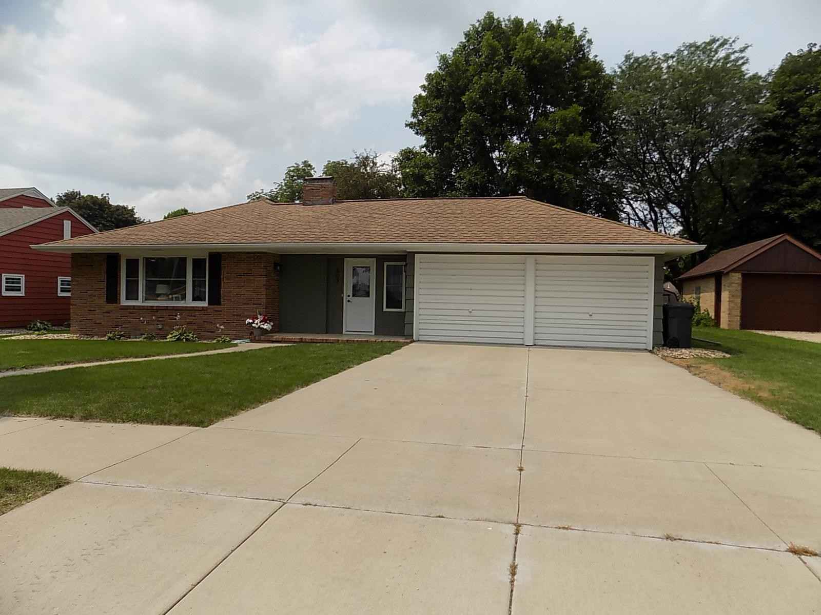 View 19 photos of this 2 bed, 2 bath, and 2,150 sqft. single_family home located at 607 Milwaukee St, Lakefield, Minnesota 56150 is Pending for $159,900.
