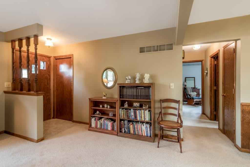View 29 photos of this 2 bed, 2 bath, and 1,232 sqft. single_family home located at 360 S Waterville Ave, Le Center, Minnesota 56057 is Active for $199,900.